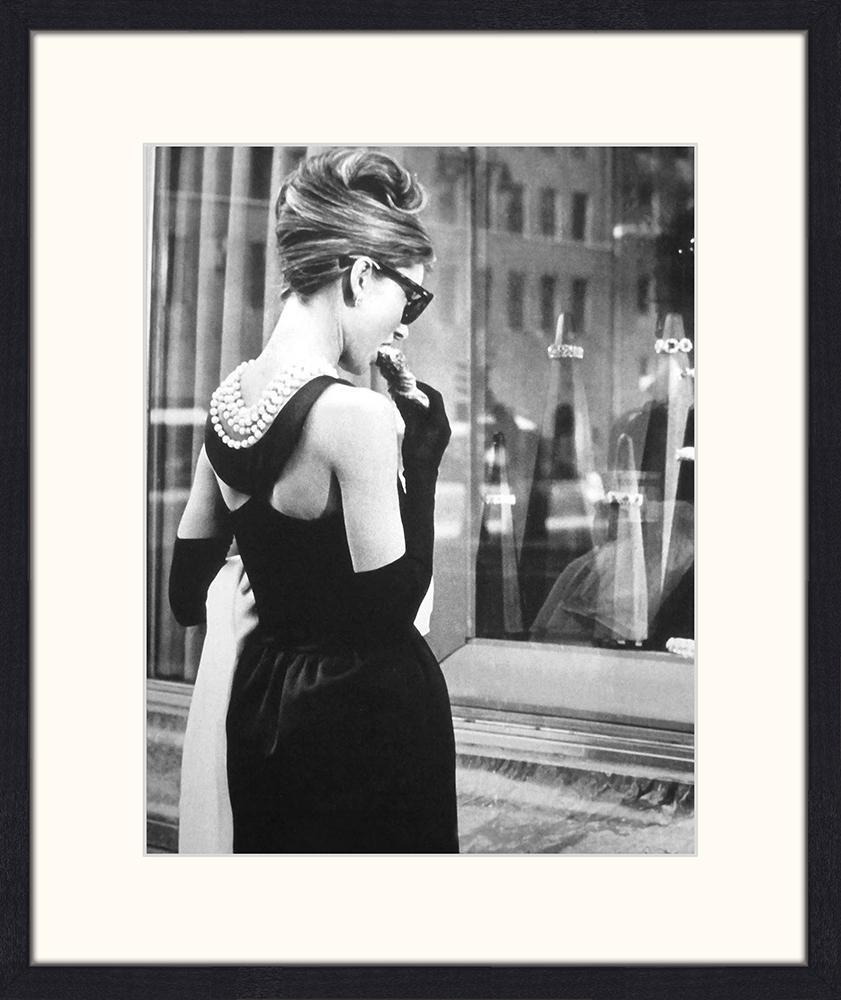 Ingelijste digitale print Breakfast at Tiffany's, Afbeelding: digitale print op papier,, Lijst: gelakt hout, Afbeelding: zwart, wit. Lijst: zwart, 53 x 63 cm