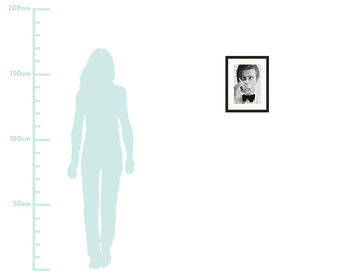 Impression numérique encadrée James Bond Drinking, Image: noir, blanc Cadre: noir