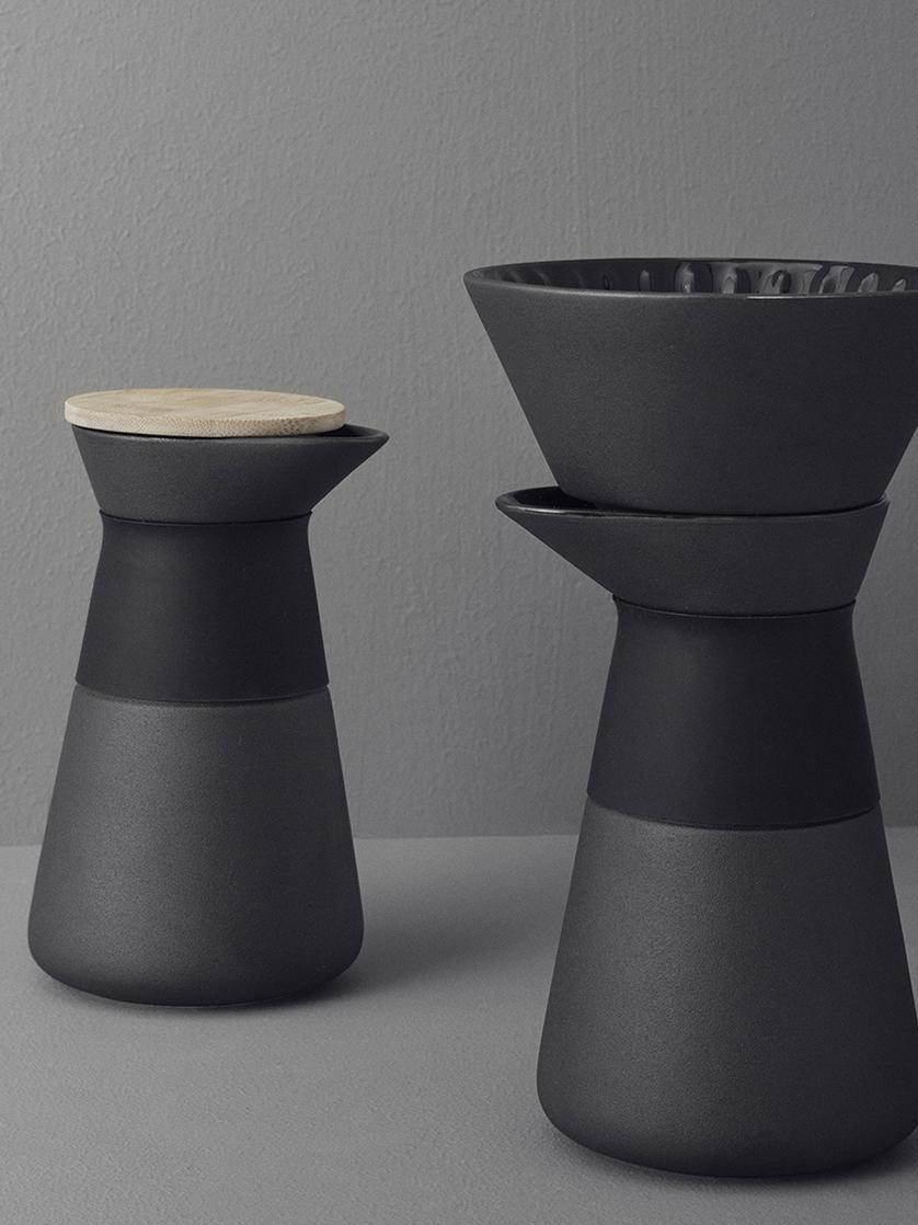 Kaffeezubereiter Theo in Schwarz matt, Deckel: Bambusholz, Griff: Wärmeisolierendes Silikon, Schwarz, 500 ml
