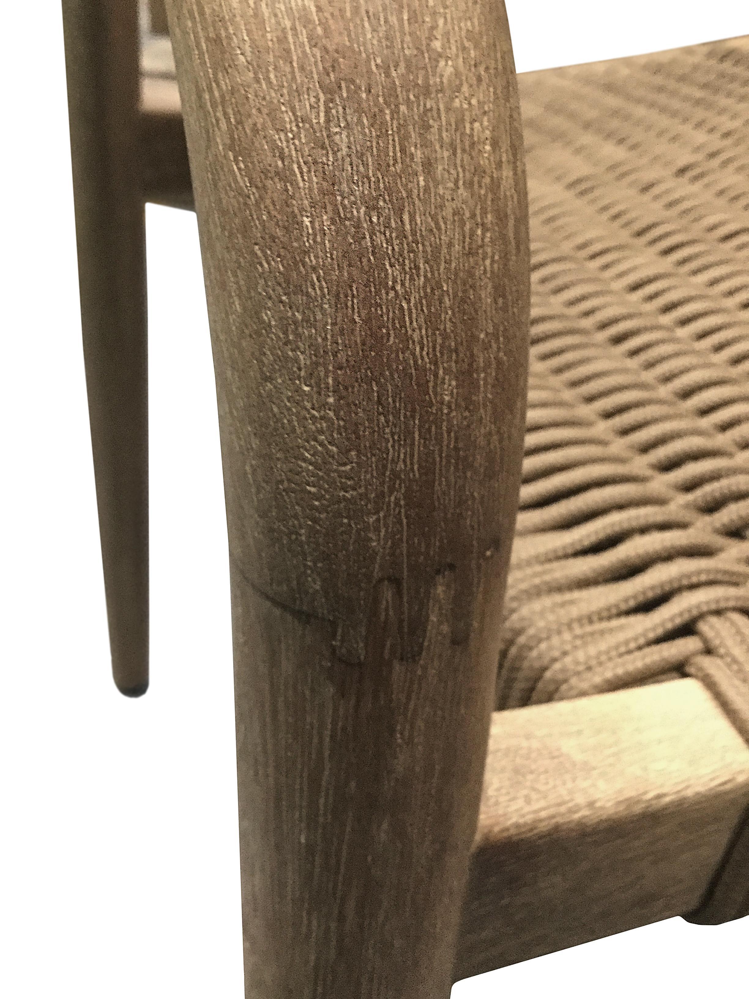 Armstoel Nina van massief hout, Frame: massief eucalyptushout, Zitvlak: polyester, uv-bestendig, Bruin, 56 x 53 cm