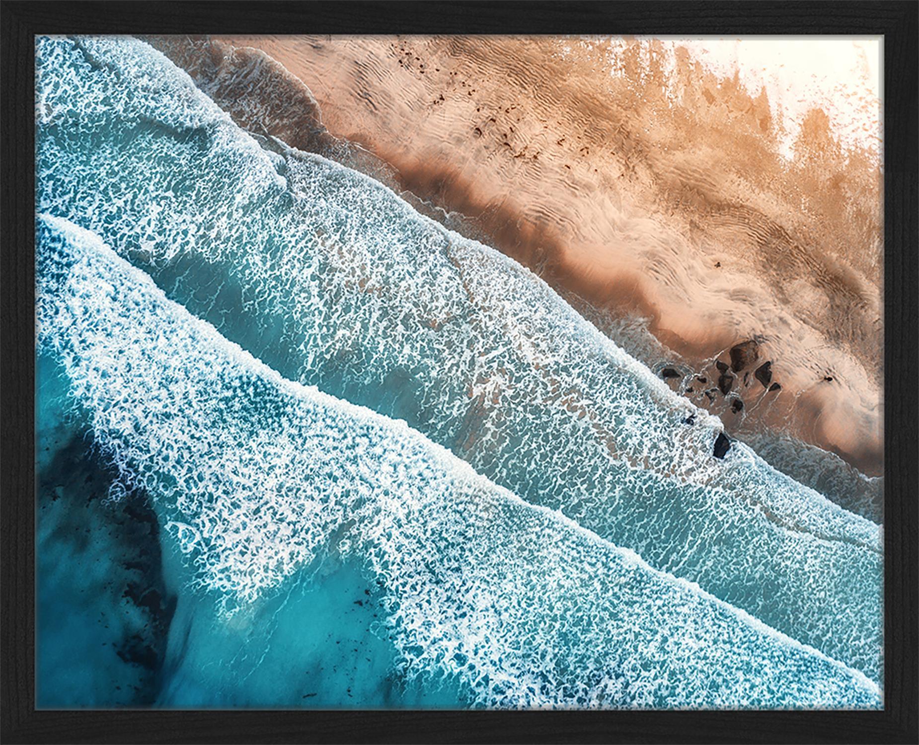 Stampa digitale incorniciata Aerial View Of Mediterranean Sea, Immagine: stampa digitale su carta,, Cornice: legno verniciato, Multicolore, Larg. 53 x Alt. 43 cm