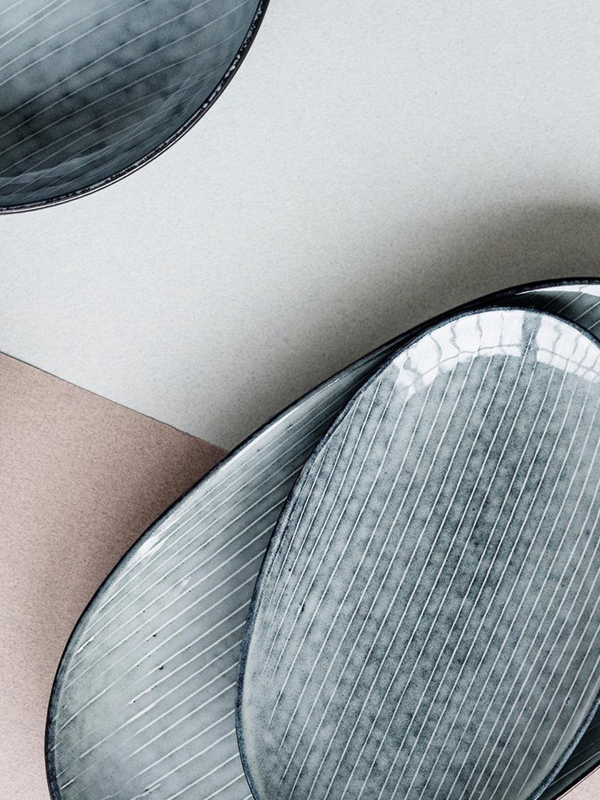 Handgemachte Servierplatte Nordic Sea aus Steingut, Steingut, Grau- und Blautöne, 17 x 30 cm