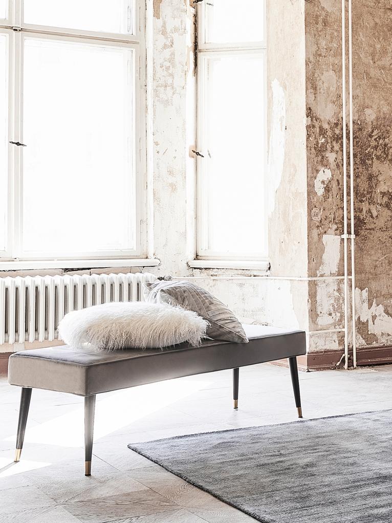 Samt-Sitzbank Beverly, Bezug: Samt (Polyester) 50.000 S, Gestell: Eukalyptusholz, Beine: Metall, pulverbeschichtet, Grau, B 140 x H 46 cm