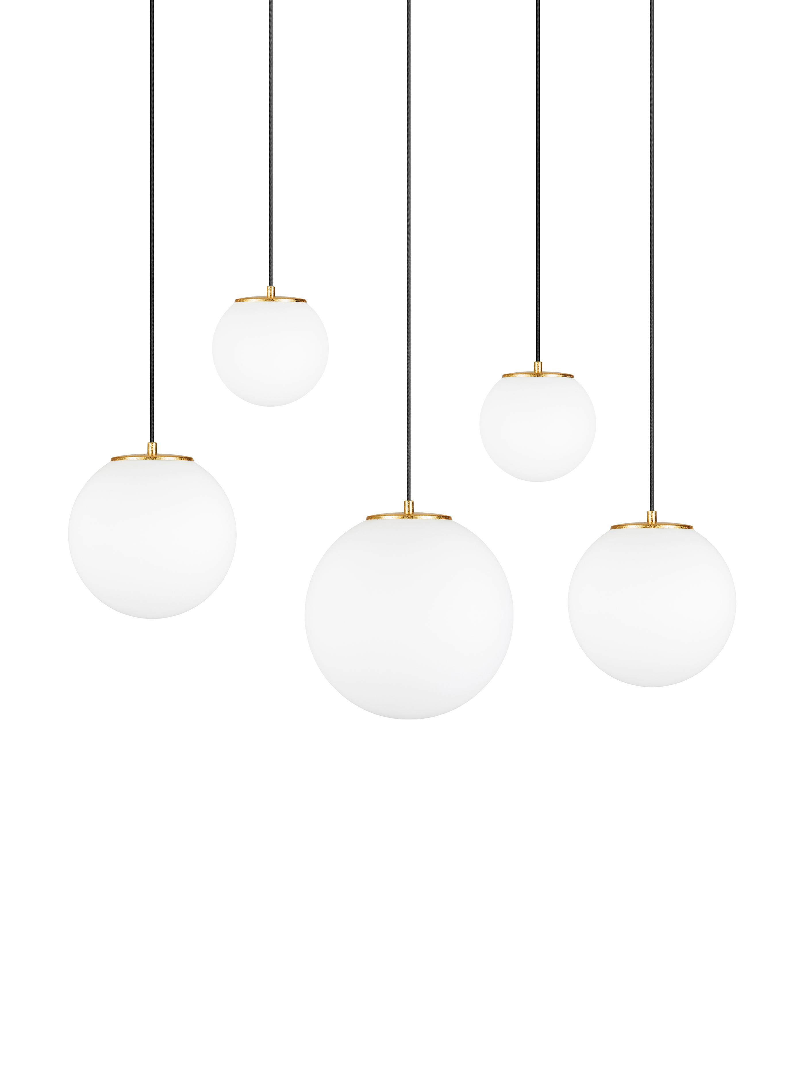 Duża lampa wisząca ze szkła opalowego Tsuki, Biały, opalowy, czarny, odcienie mosiądzu, S 95 x W 166 cm