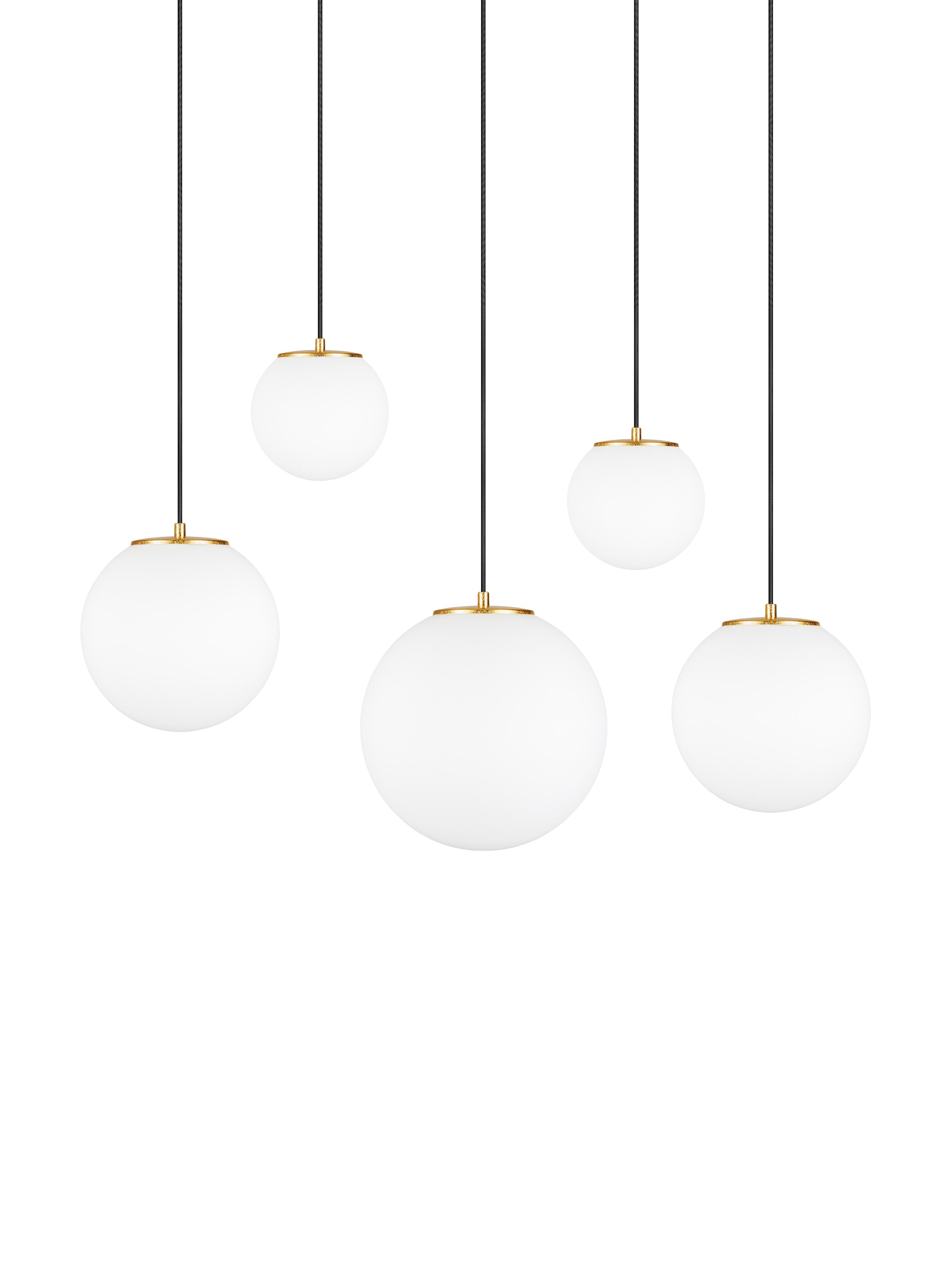 Hanglamp  met bollen Tsuki van opaalglas, Lampenkap: opaalglas, Opaalwit, zwart, messingkleurig, 95 x 166 cm