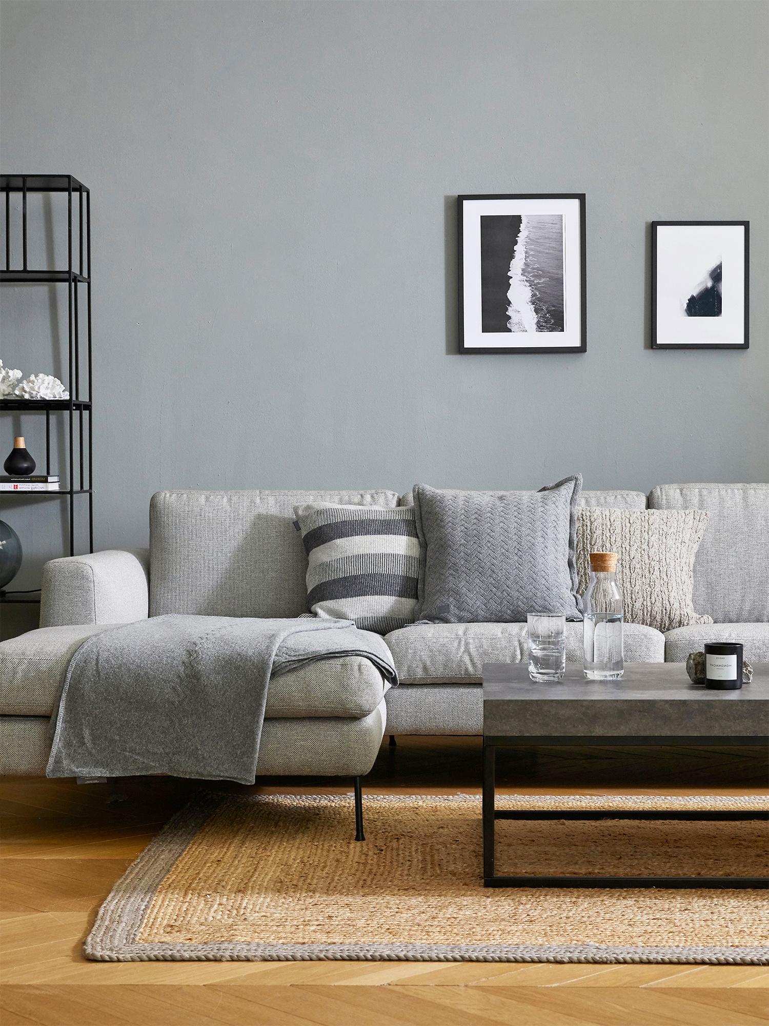 Ecksofa Cucita (3-Sitzer), Bezug: Webstoff (Polyester) Der , Gestell: Massives Kiefernholz, Füße: Metall, lackiert, Webstoff Hellgrau, B 262 x T 163 cm