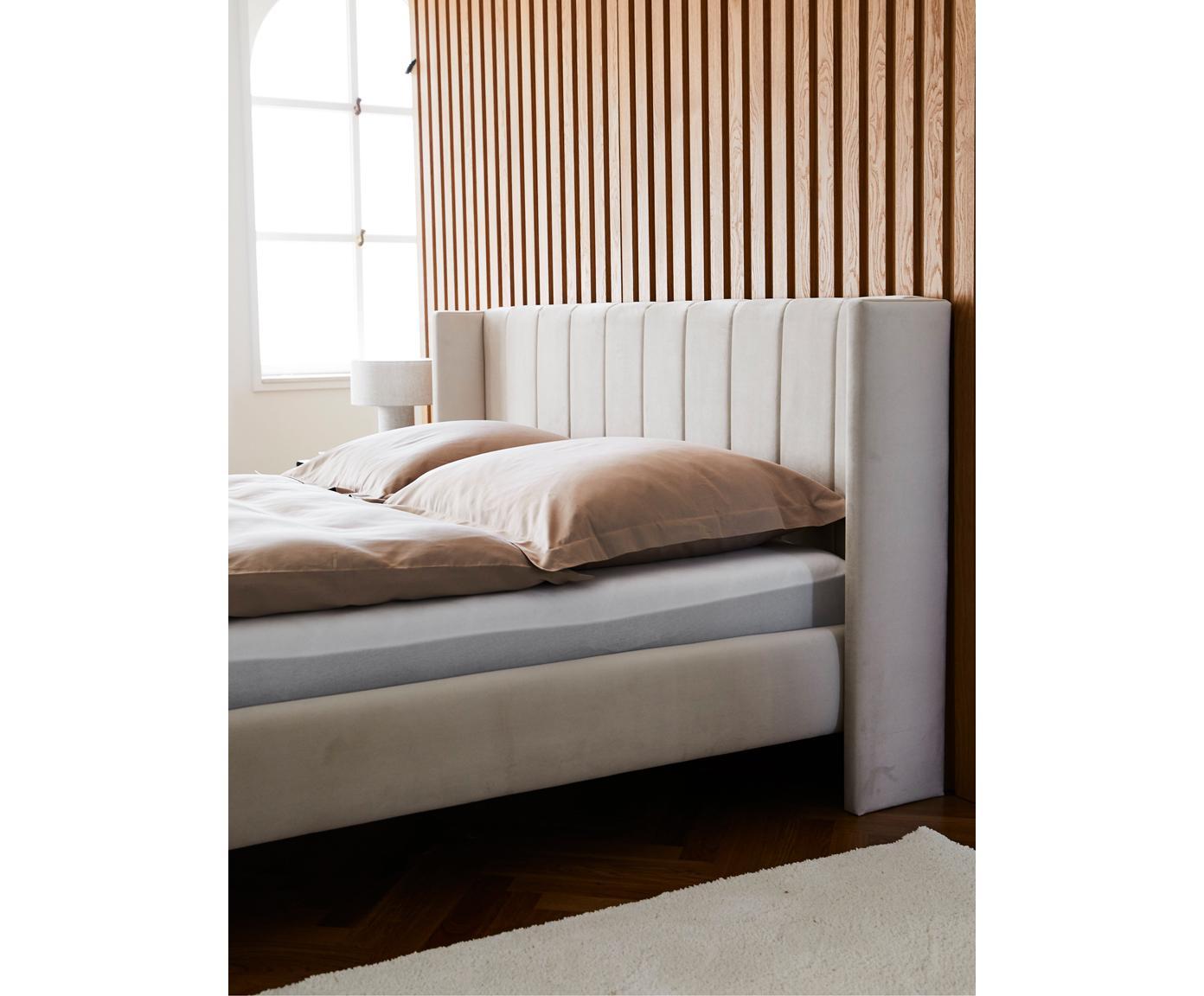 Fluwelen gestoffeerd bed Dusk, Frame: massief grenenhout, Poten: gepoedercoat metaal, Bekleding: polyesterfluweel, Beige, 180 x 200 cm