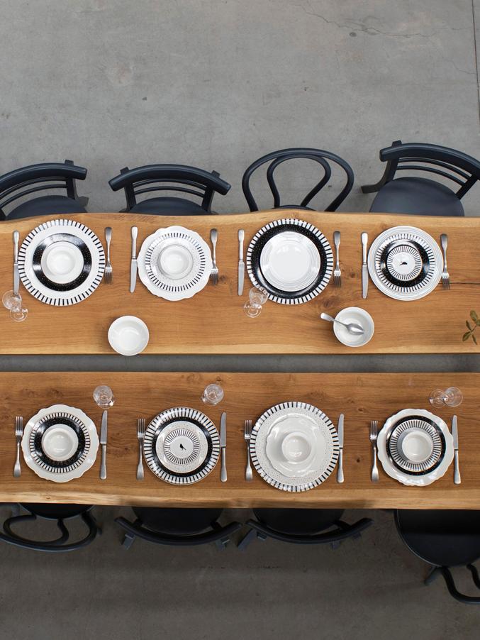Speiseteller Pluto Loft mit Streifendekor und Goldrand, 4 Stück, Porzellan, Schwarz, Weiss, Goldfarben, Ø 26 x H 2 cm