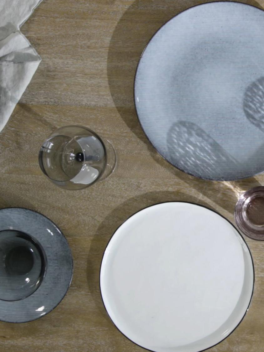 Handgemachtes Geschirr-Set Nordic Sea aus Steingut, 4 Personen (12-tlg.), Steingut, Grau- und Blautöne, Verschiedene Grössen