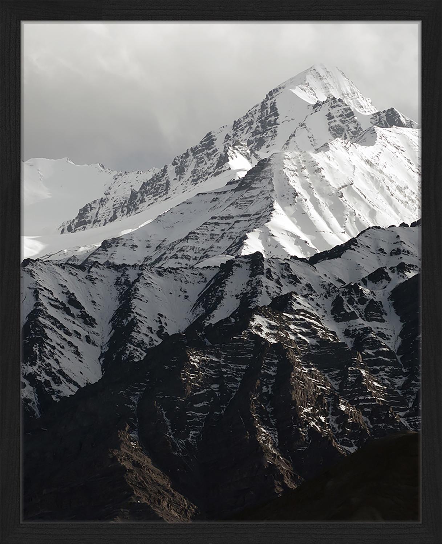 Stampa digitale incorniciata Snow Mountain, Immagine: stampa digitale su carta,, Cornice: legno verniciato, Nero, bianco, Larg. 43 x Alt. 53 cm