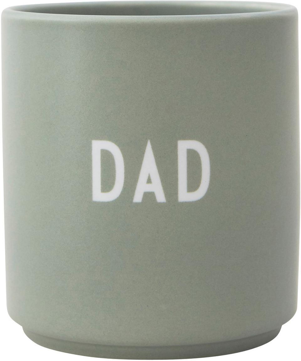 Design Becher Favourite DAD in gedecktem Grün mit Schriftzug, Fine Bone China (Porzellan) Fine Bone China ist ein Weichporzellan, das sich besonders durch seinen strahlenden, durchscheinenden Glanz auszeichnet., Graugrün, Weiß, Ø 8 x H 9 cm