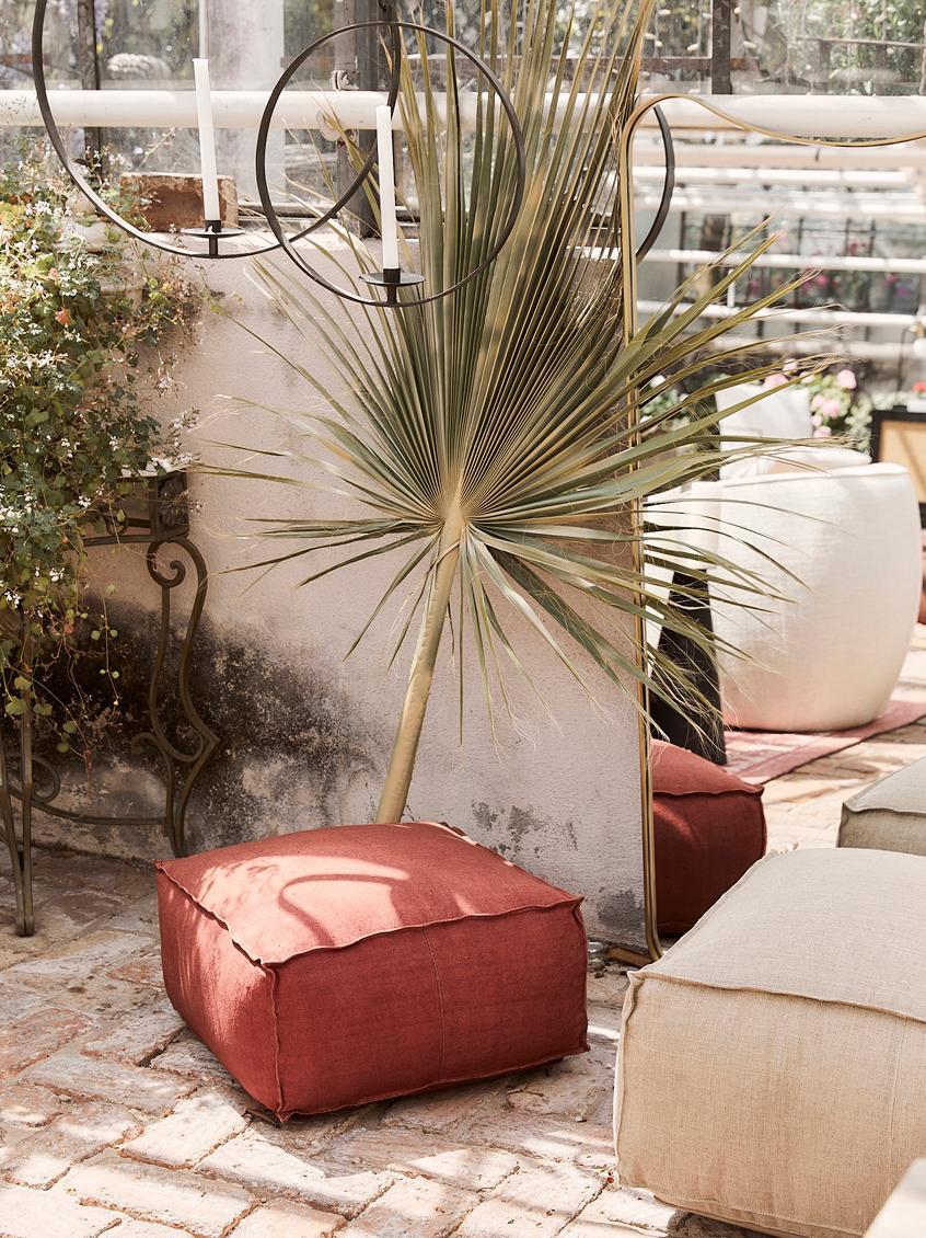Handgefertigtes Leinen-Bodenkissen Saffron, Bezug: 100% Leinen, Unterseite: Baumwolle, Rostrot, 70 x 30 cm