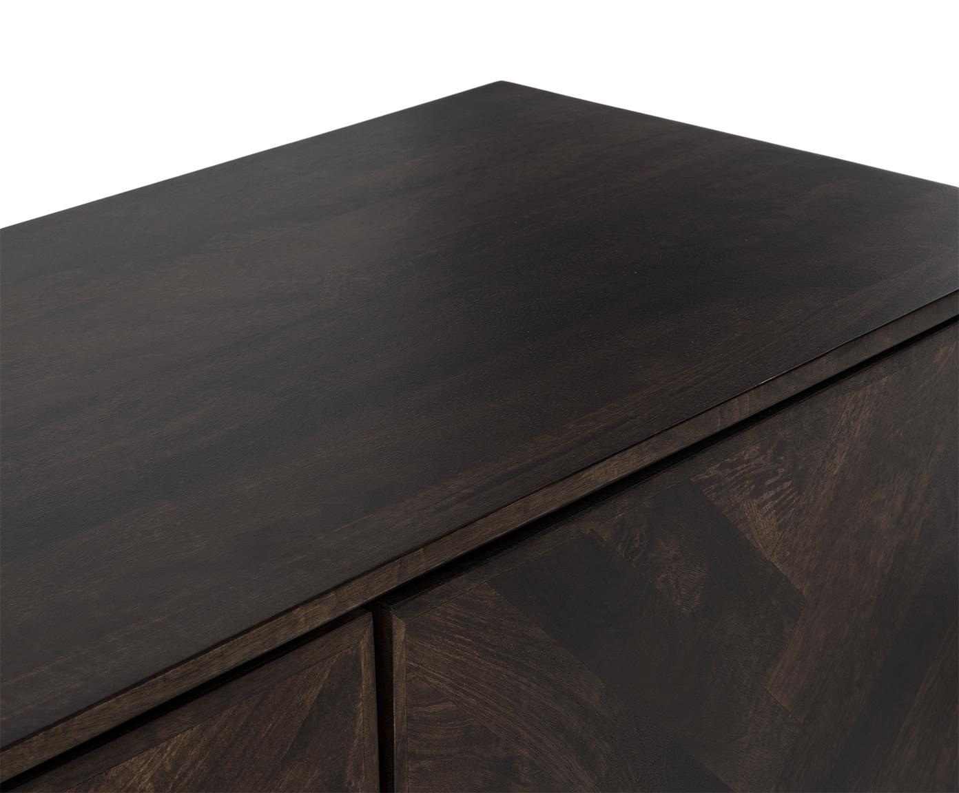 Dressoir Leif van massief hout, Frame: massief gelakt mangohout, Poten: gepoedercoat metaal, Frame: mangohout in een donkere finish. Poten: zwart. Handvat: metaalkleurig, 177 x 75 cm