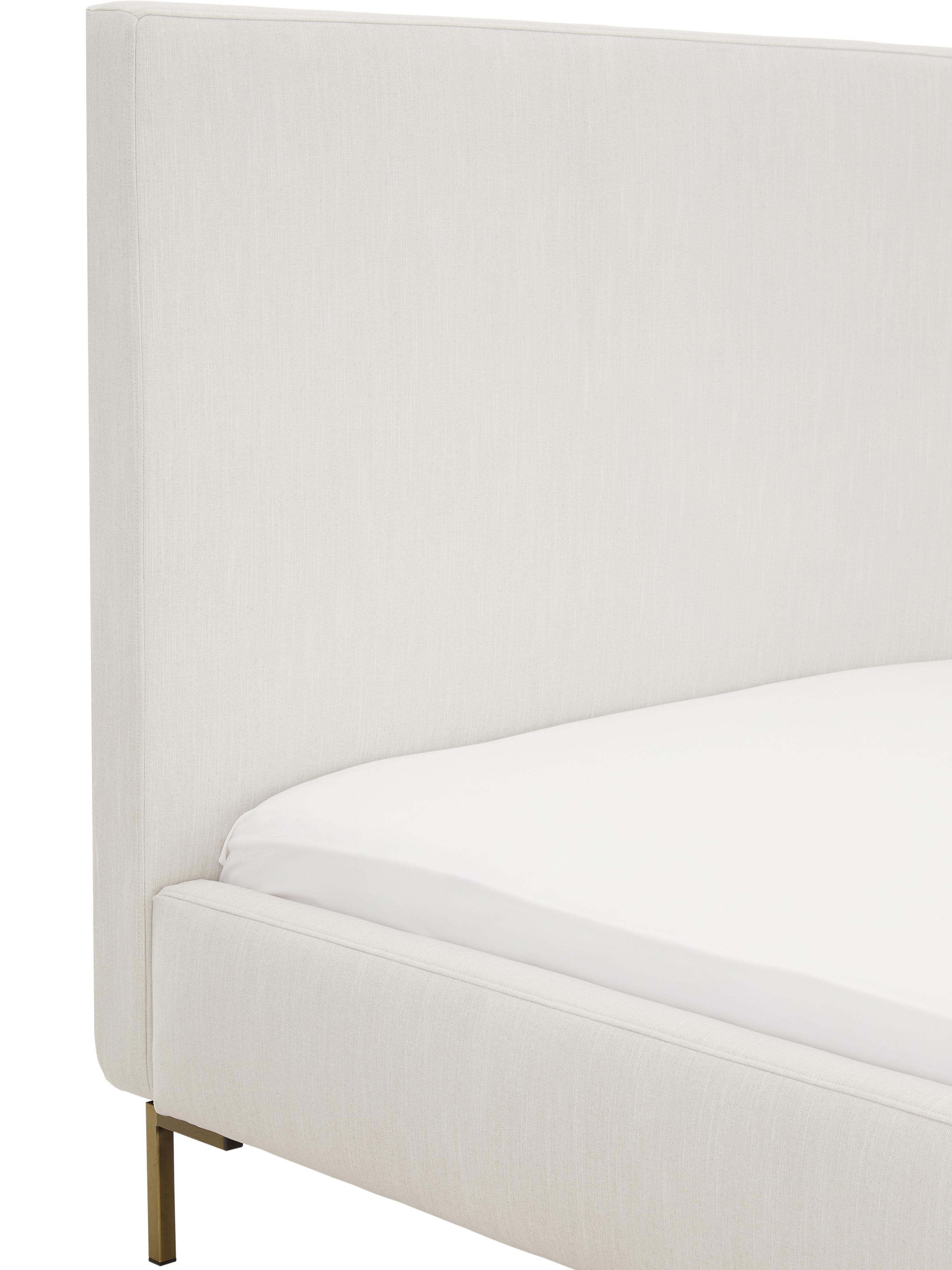 Łóżko tapicerowane z aksamitu Peace, Korpus: lite drewno sosnowe, Nogi: metal malowany proszkowo, Tapicerka: aksamit poliestrowy 3000, Tapicerka: beżowy Nogi: odcienie złotego, matowy, 200 x 200 cm