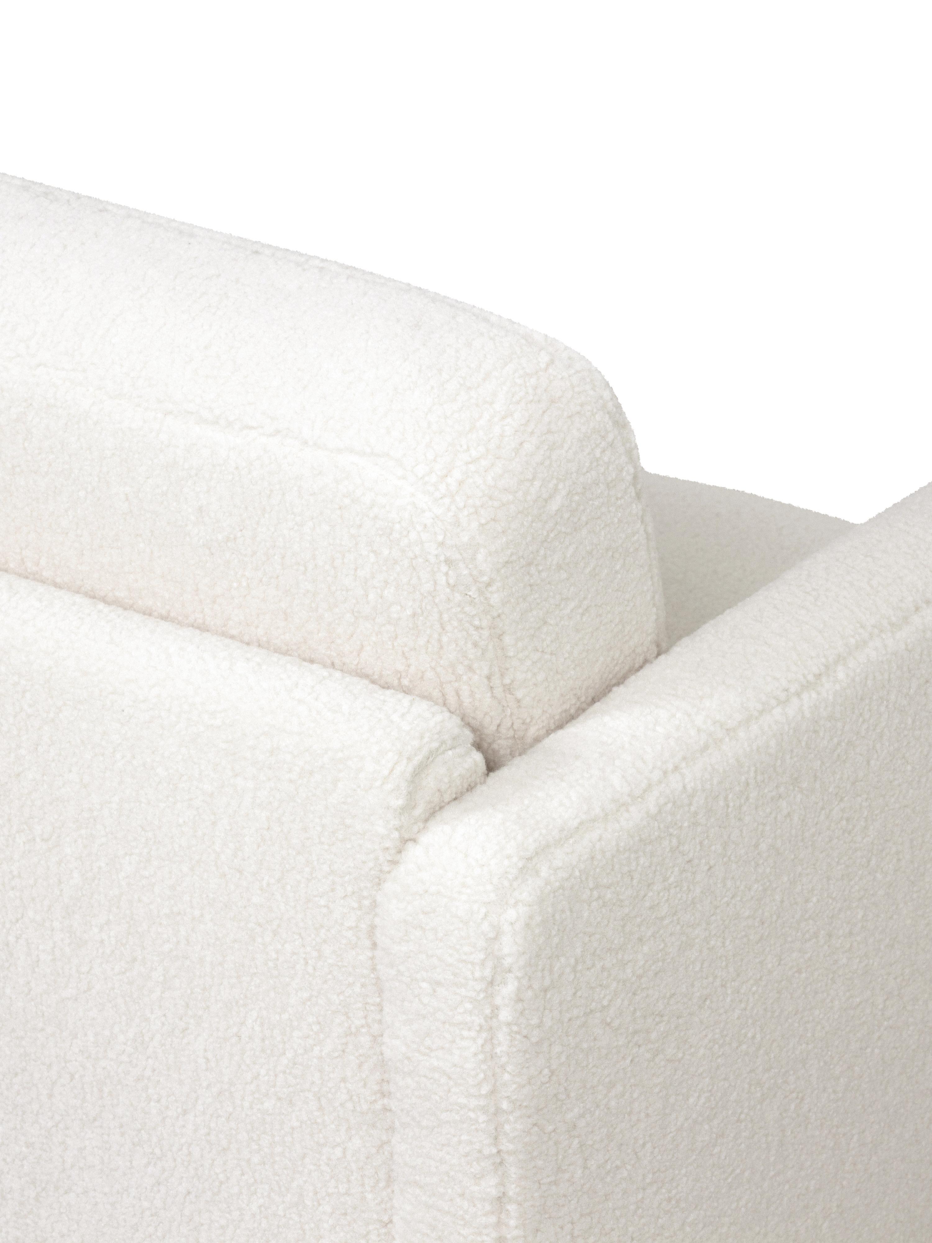 Poltrona in tessuto teddy bianco crema Fluente, Rivestimento: 100% poliestere (peluche), Struttura: legno di pino massiccio, Piedini: metallo, verniciato a pol, Tessuto bianco crema, Larg. 74 x Prof. 85 cm