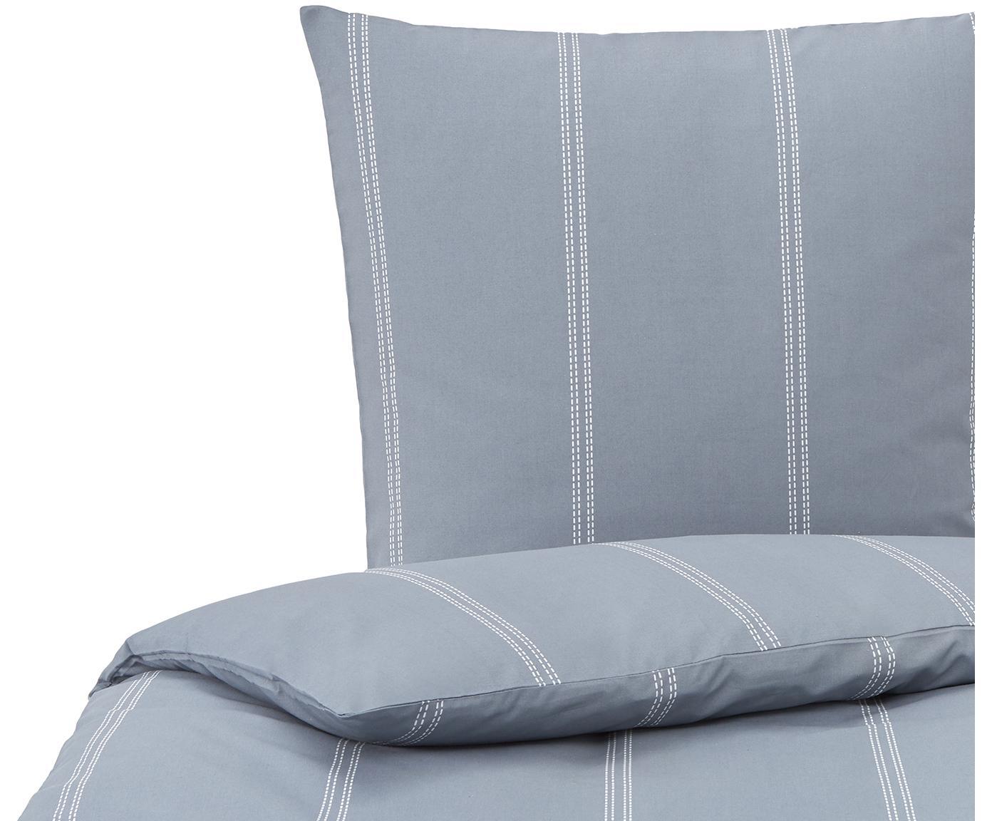 Bedruckte Bettwäsche Remade in Blau, 52% recyceltes Polyester, 48% recycelte Baumwollel  Fadendichte 120 TC, Standard Qualität  Die Kombination aus recyceltem Polyester und Baumwolle ist nachhaltig, fühlt sich weich an und ist zudem schnell trocknend., Blau, Weiß, 135 x 200 cm + 1 Kissen 80 x 80 cm
