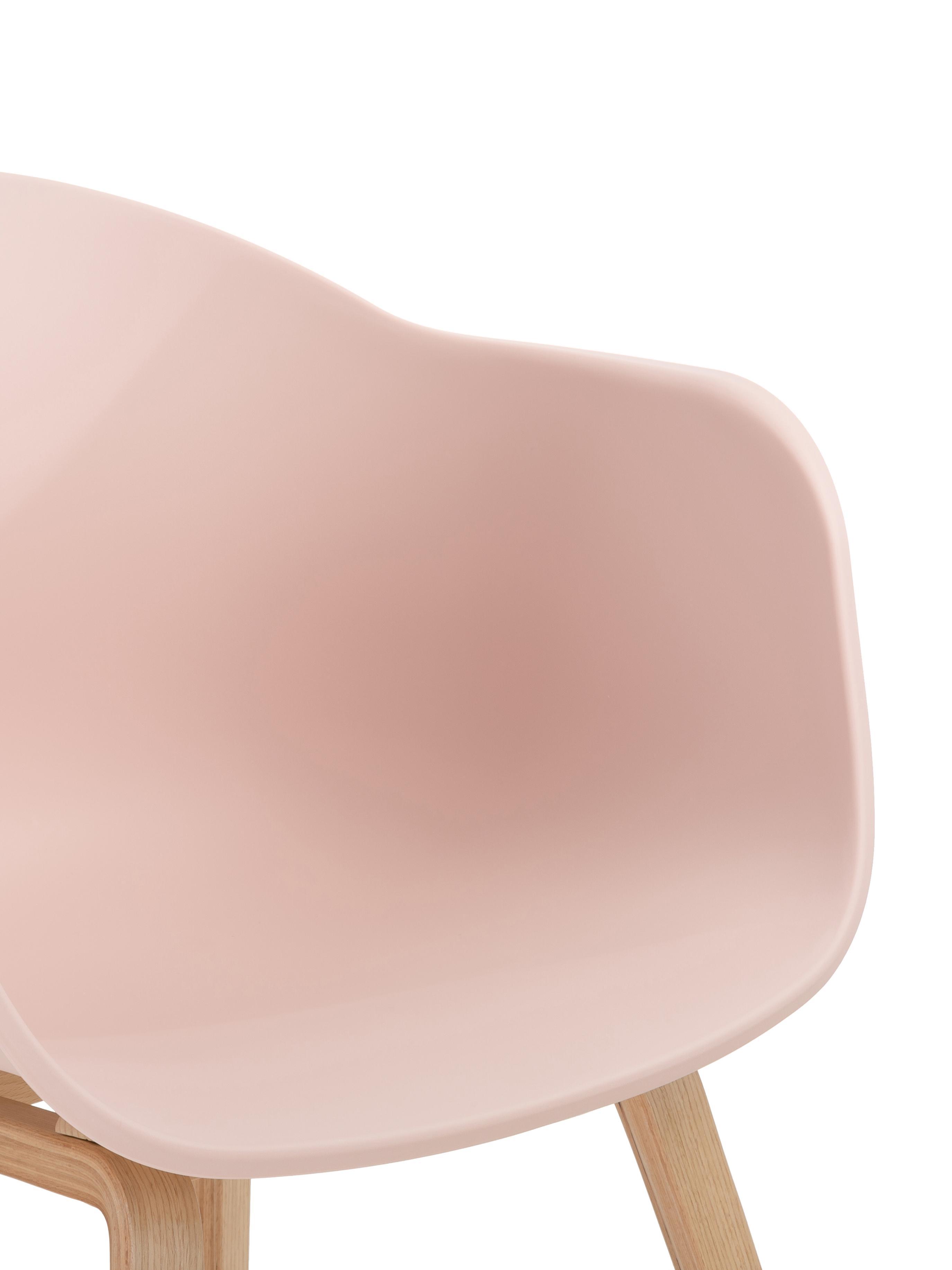 Kunststoff-Armlehnstuhl Claire mit Holzbeinen, Sitzschale: Kunststoff, Beine: Buchenholz, Kunststoff Rosa, B 54 x T 60 cm