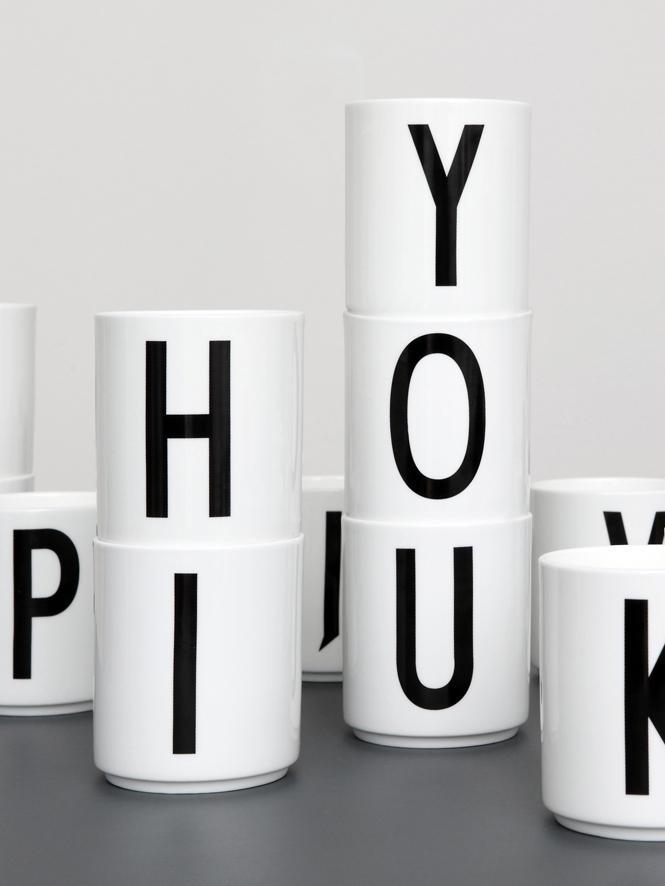 Tazza senza manico di design Personal (varianti dalla A alla Z), Fine Bone China (porcellana), Bianco, nero, Tazza S