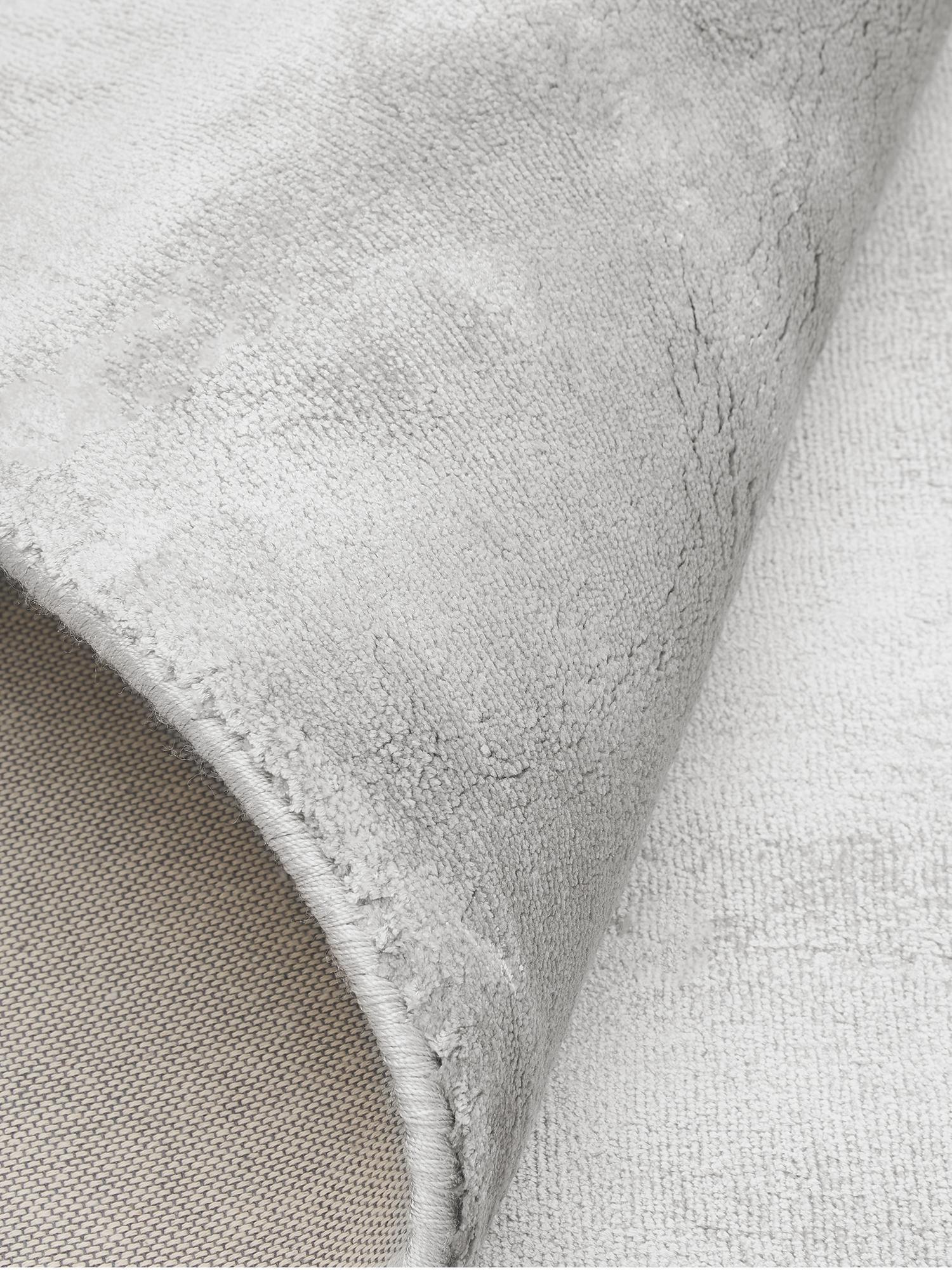 Extra weicher Viskoseteppich Grace in Premium-Qualität, Flor: 100% Viskose, Grau, B 80 x L 150 cm (Größe XS)