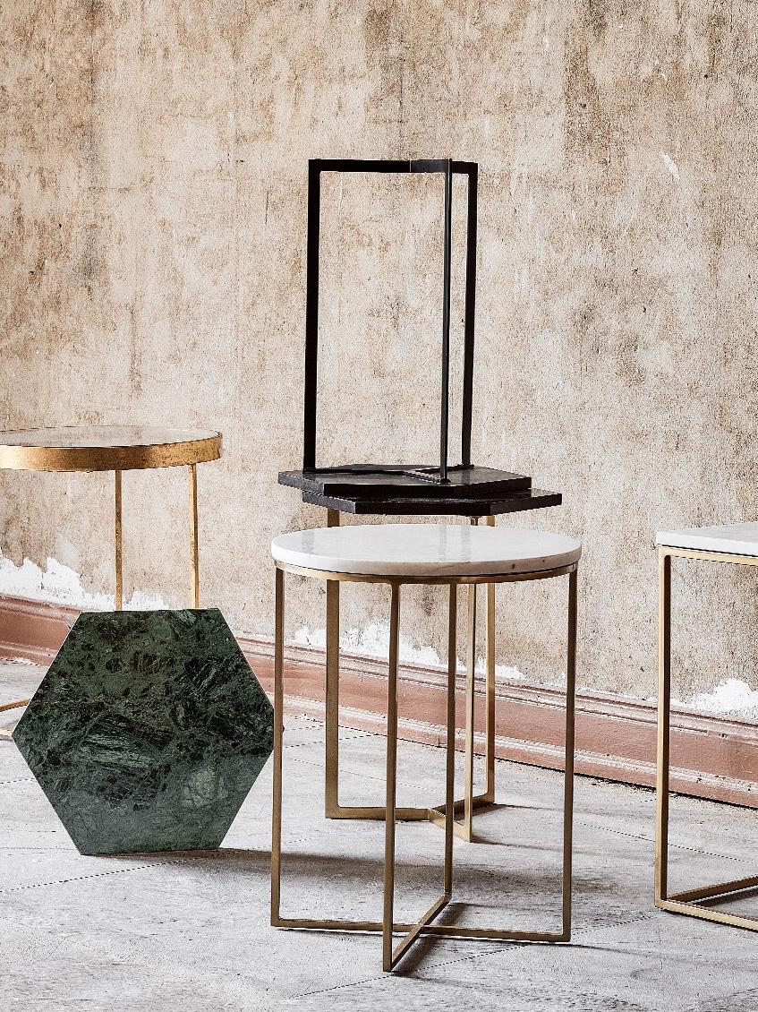 Runder Marmor-Beistelltisch Alys, Tischplatte: Marmor, Gestell: Metall, pulverbeschichtet, Tischplatte: Weiß-grauer MarmorGestell: Goldfarben, glänzend, Ø 40 x H 50 cm
