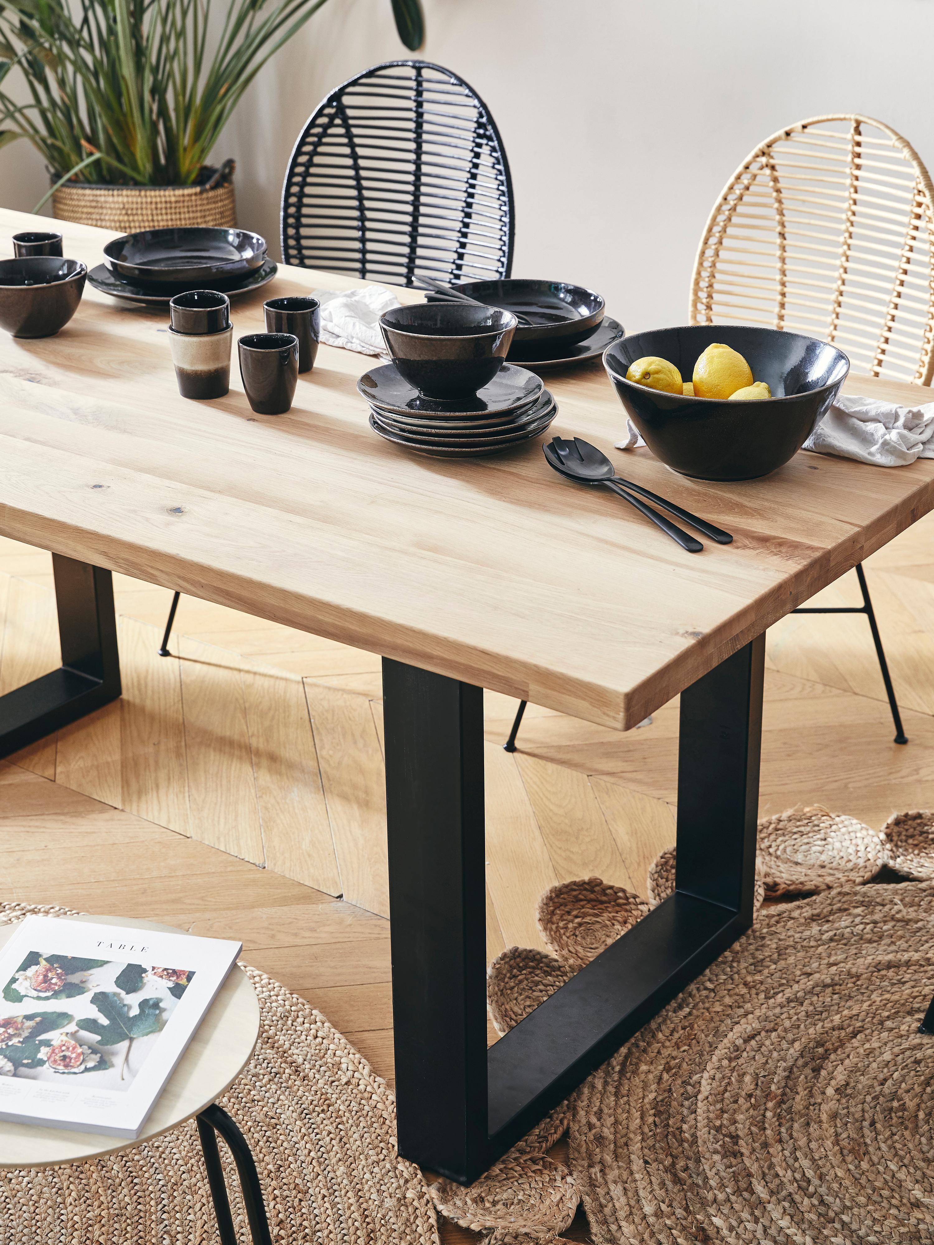 Table avec plateau en bois massif Oliver, Plateau: chêne sauvage Pieds: noir mat