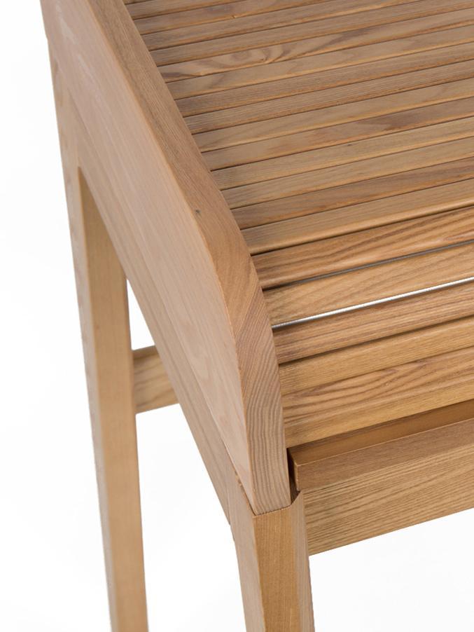 Scrivania Barbier, Piano del tavolo: pannello di fibra a media, Piano del tavolo: marrone Ante scorrevoli e piedini: legno di frassino, L 110 x A 85 cm