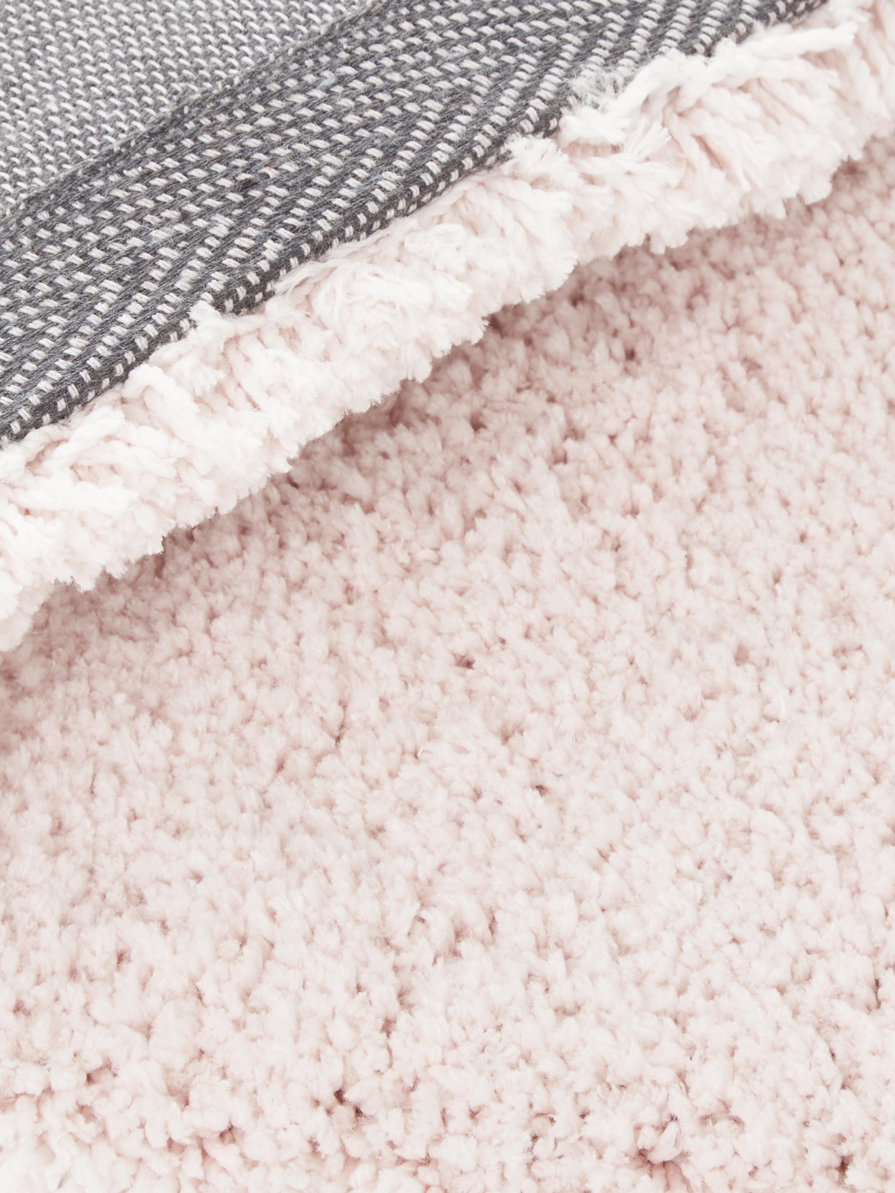 Huňatý koberec s vysokým vlasom Leighton, Bledoružová