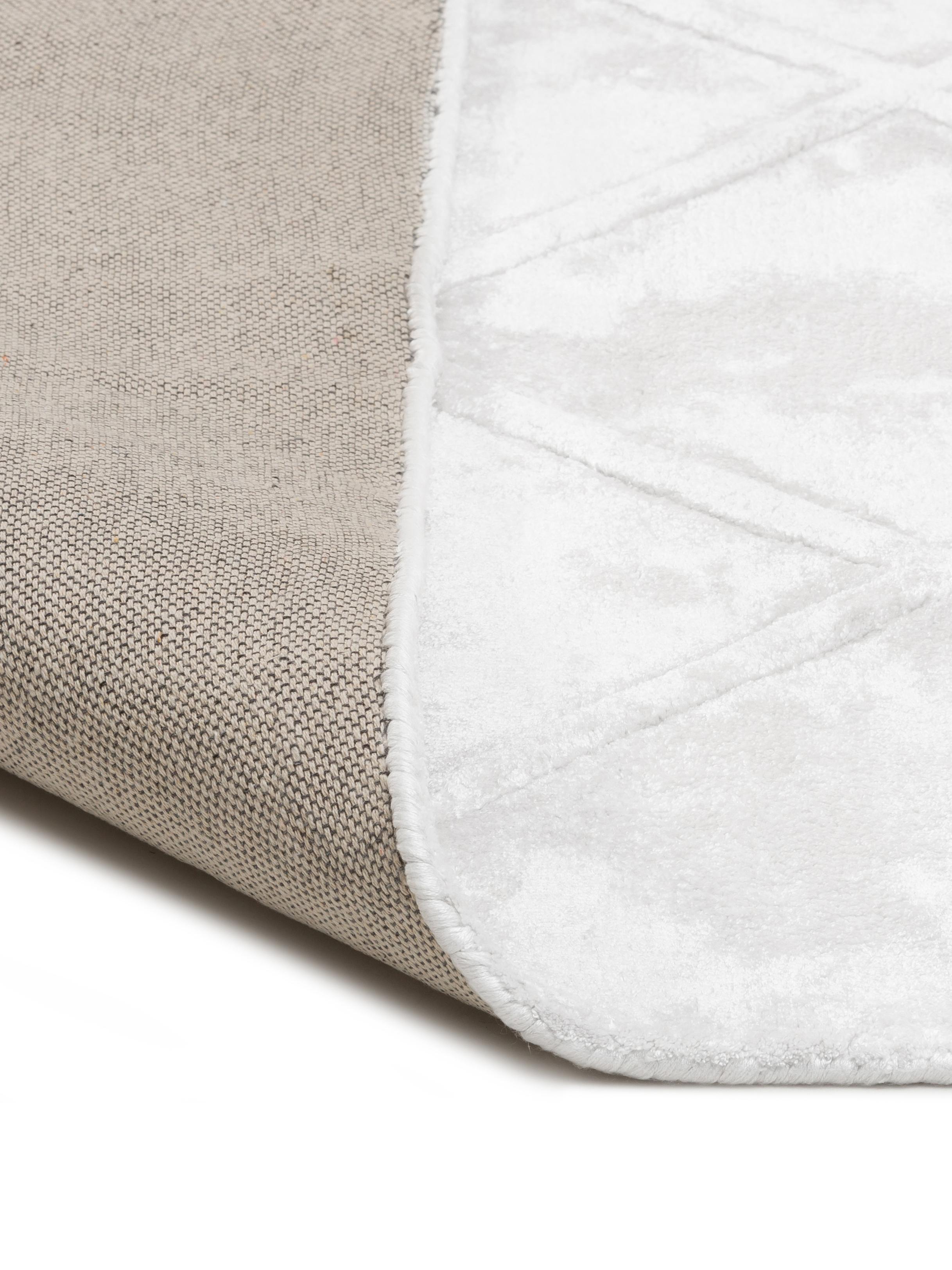 Handgetufteter Viskoseteppich Shiny in Creme mit Rautenmuster, Flor: 100% Viskose, Creme, B 120 x L 180 cm (Größe S)