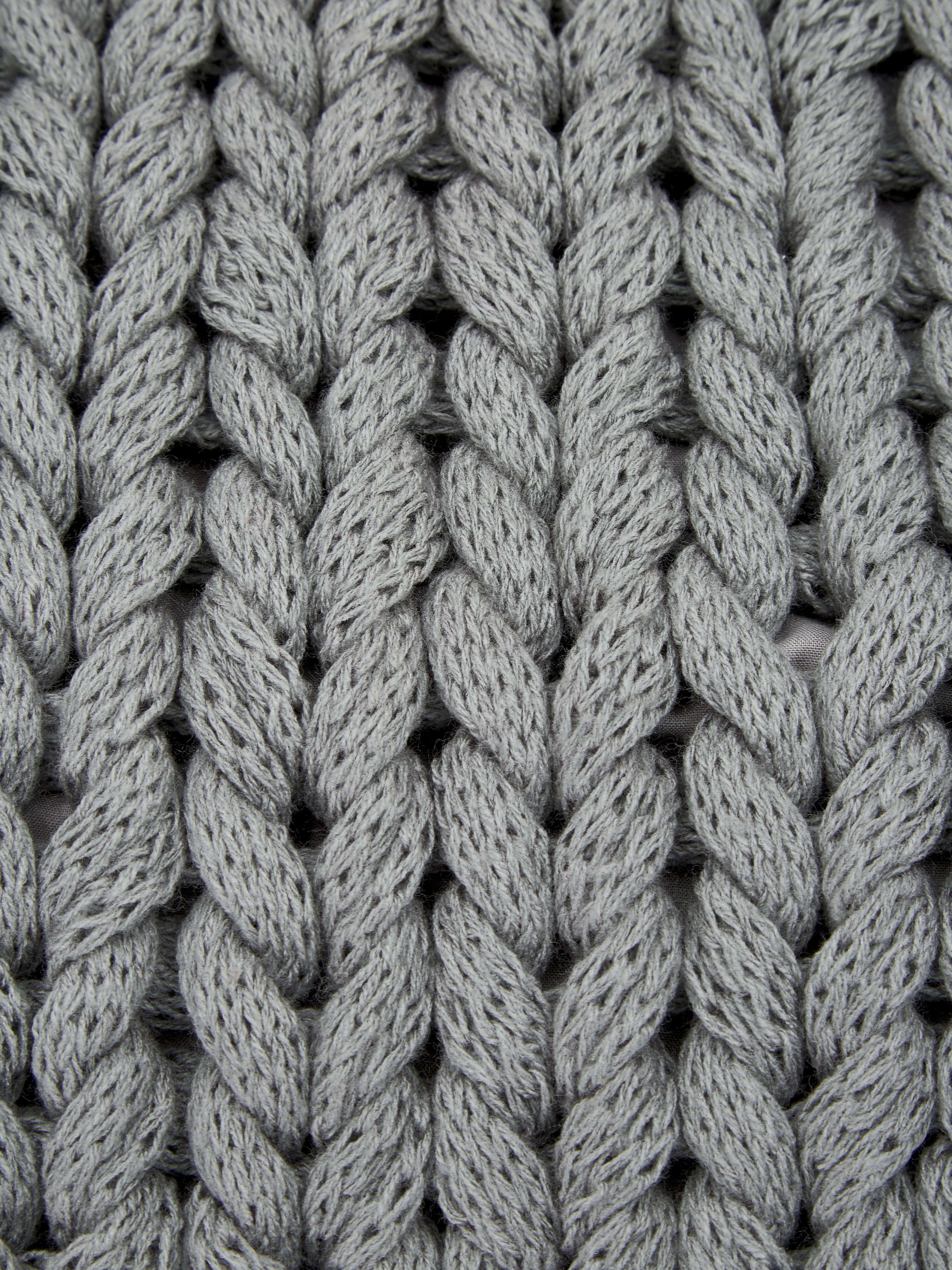 Grobstrick-Kissenhülle Adyna in Hellgrau, 100% Polyacryl, Hellgrau, 45 x 45 cm