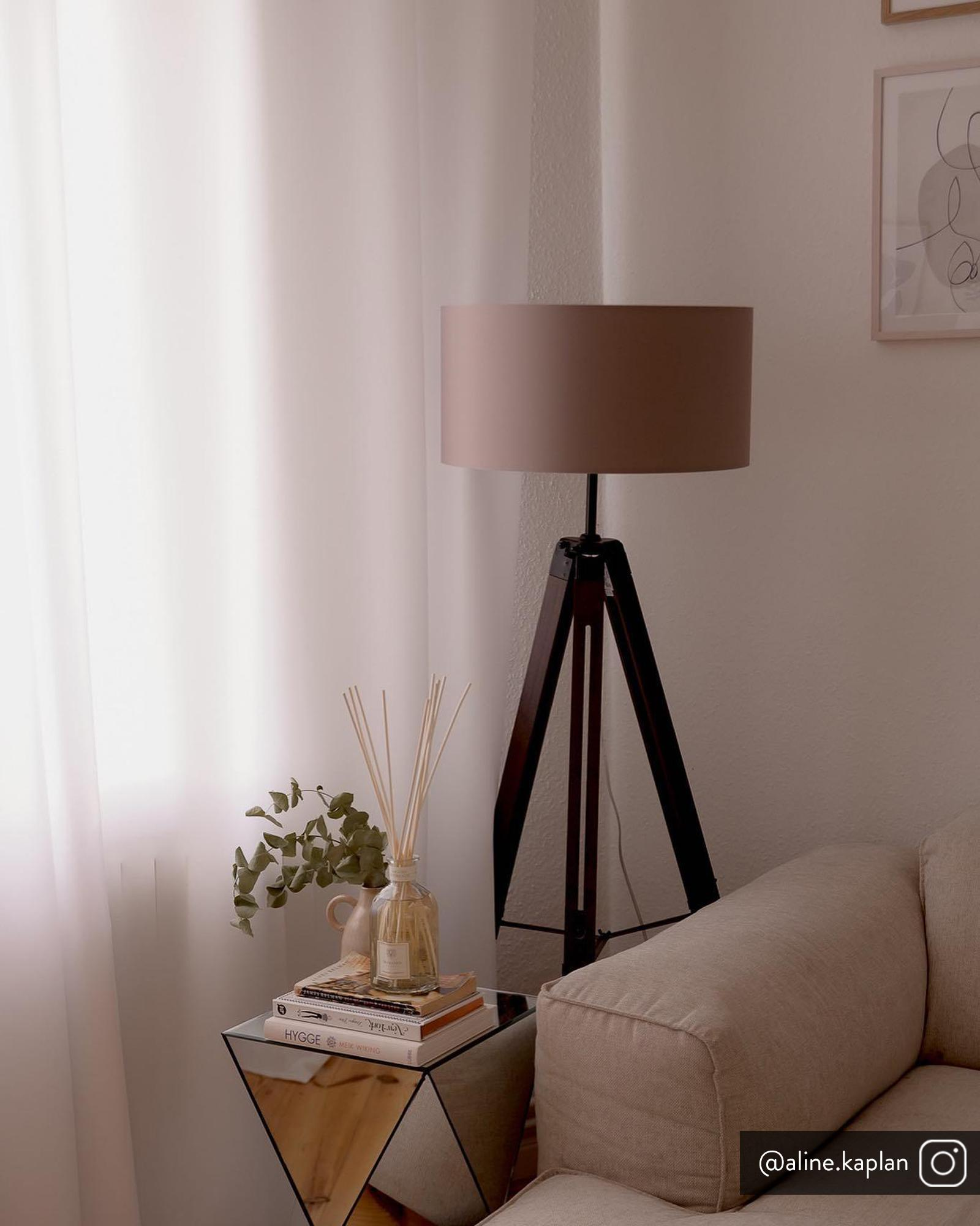 Tripod Stehlampe Josey aus Walnussholz, Lampenschirm: Textil, Lampenfuß: dunkles Walnussholz,, Lampenfuß: Walnuss, Schwarz<br>Lampenschirm: Taupe, Ø 70 x H 150 cm