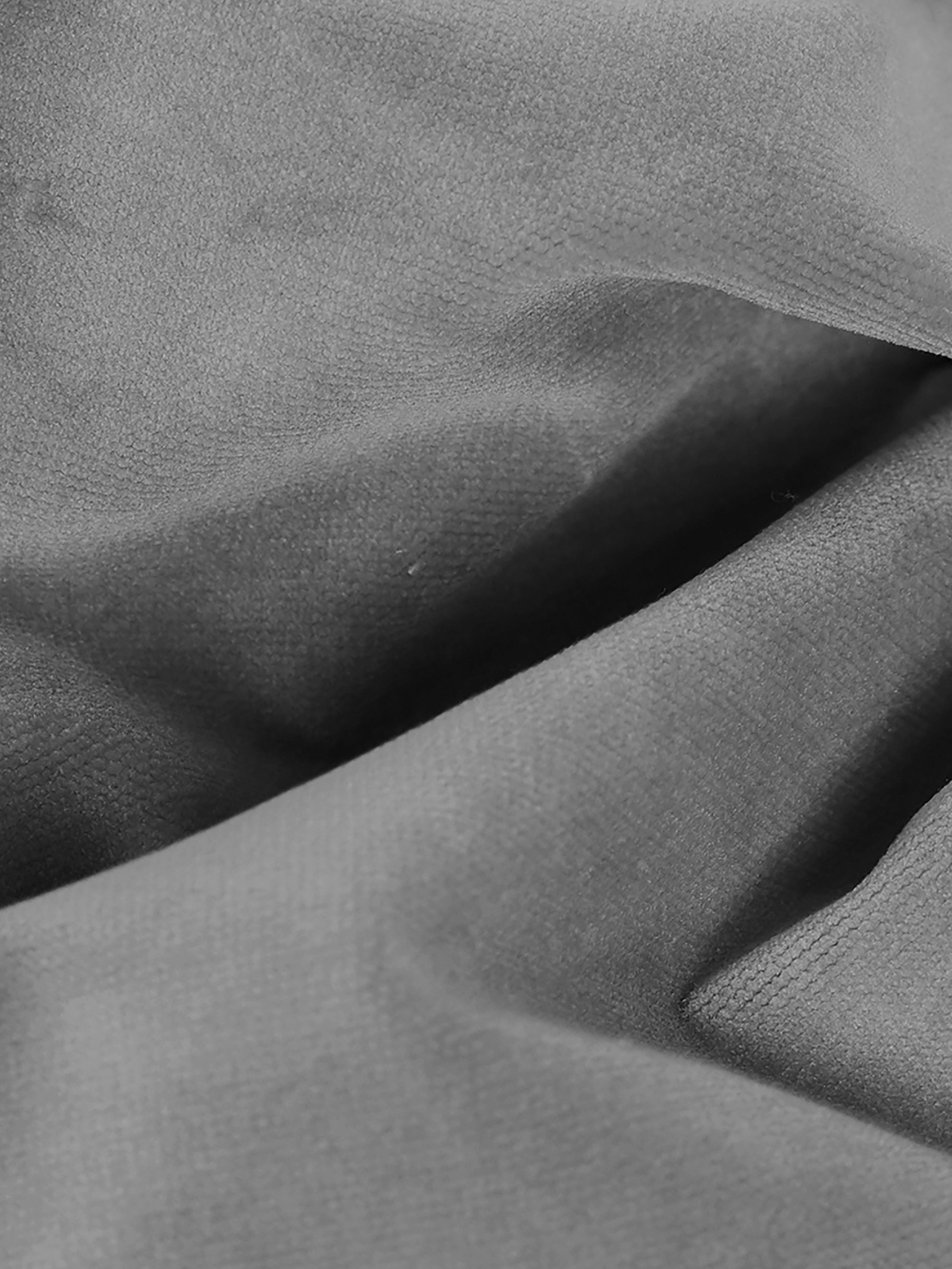 Samt-Ecksofa Moby, Bezug: Samt (Hochwertiger Polyes, Gestell: Massives Kiefernholz, Füße: Metall, pulverbeschichtet, Samt Grau, B 280 x T 160 cm