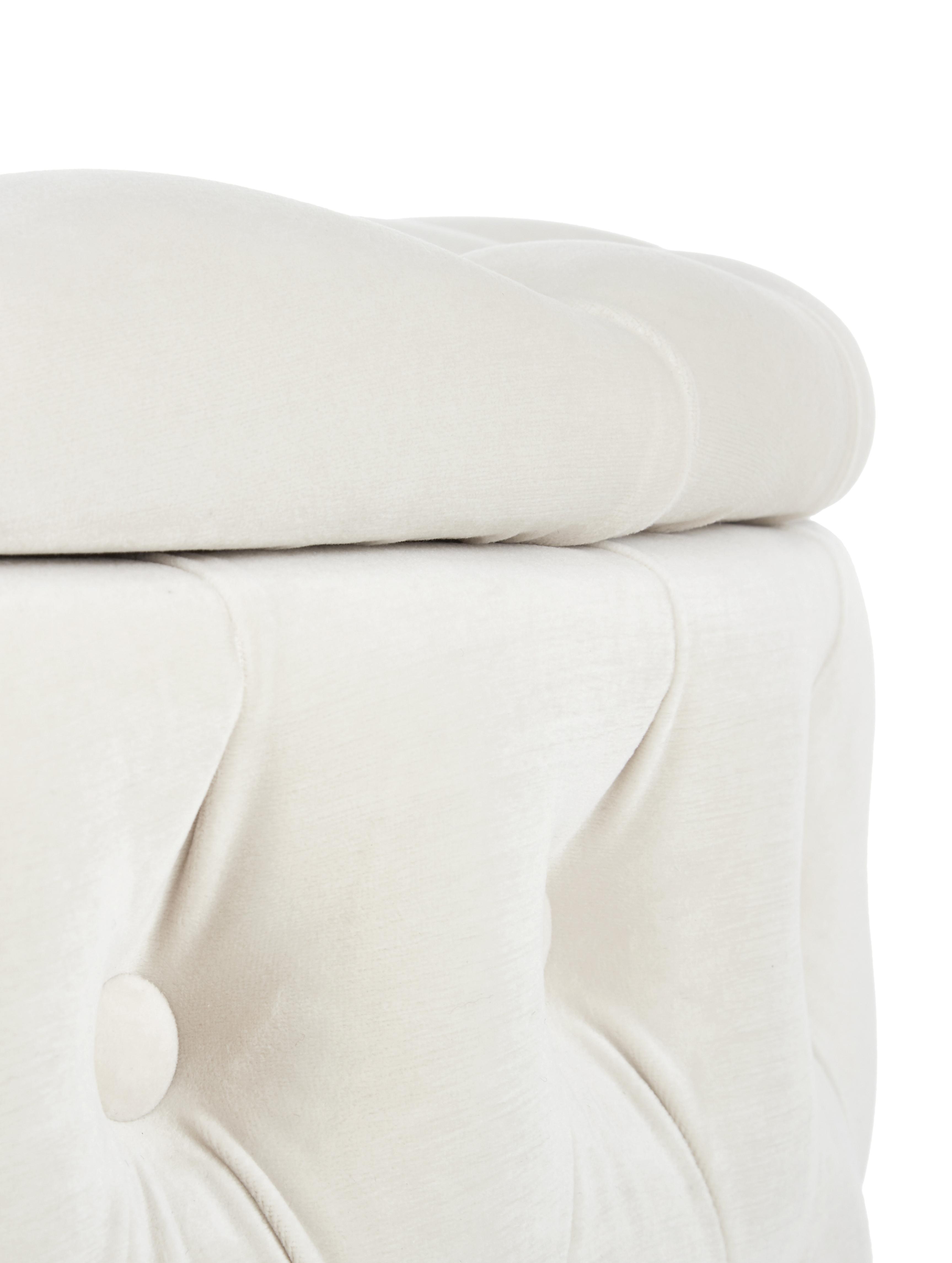 Puf z aksamitu z miejscem do przechowywania XL Chiara, Tapicerka: aksamit (poliester) 20 00, Korpus: drewno eukaliptusowe, Kremowobiały, Ø 70 x W 42 cm