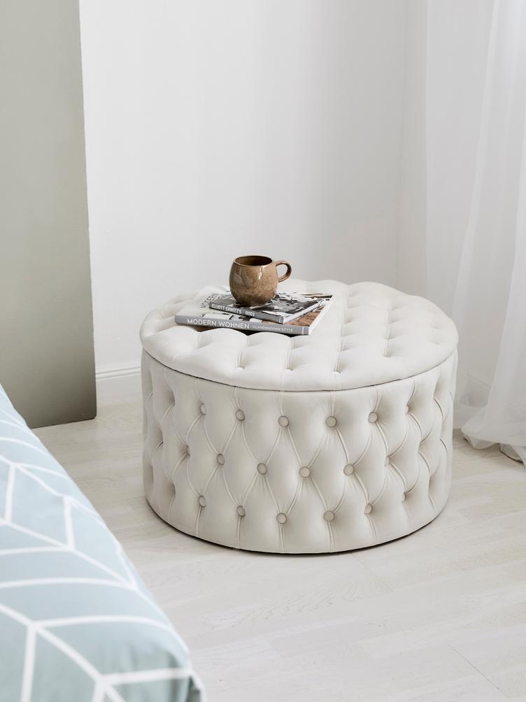 Sametový taburet súložným prostorem XL Chiara, Perleťová