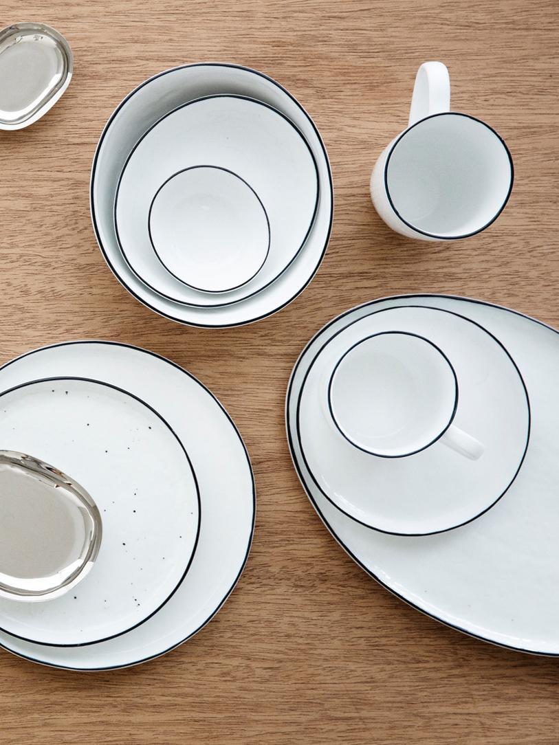 Komplet ręcznie wykonanych naczyń śniadaniowych Salt, 16 elem., Porcelana, Złamana biel, czarny, Komplet z różnymi rozmiarami