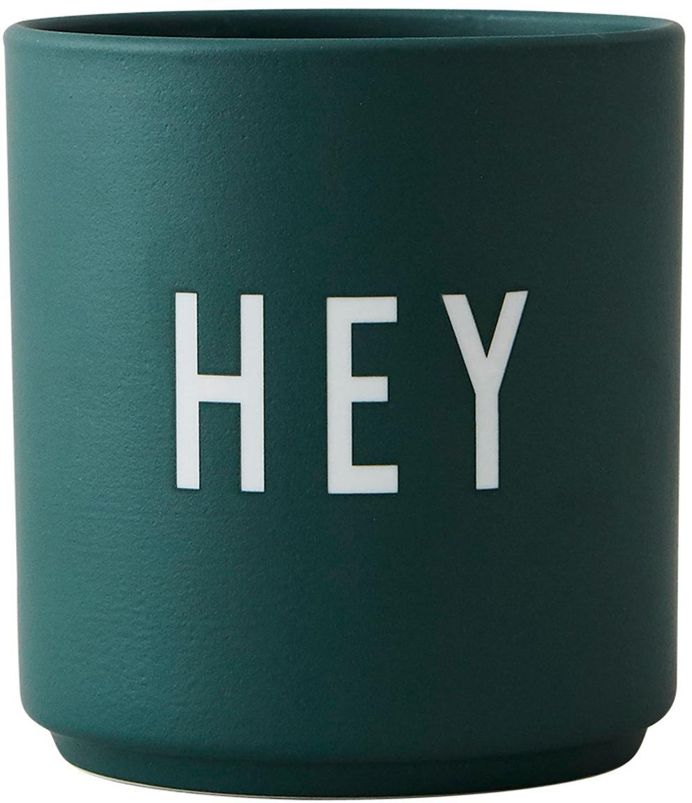 Design Becher Favourite HEY in Grün mit Schriftzug, Fine Bone China (Porzellan) Fine Bone China ist ein Weichporzellan, das sich besonders durch seinen strahlenden, durchscheinenden Glanz auszeichnet., Dunkelgrün, Ø 8 x H 9 cm