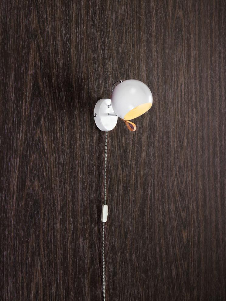 Applique con spina Ball, Lampada: acciaio rivestito, Lampada interno e esterno: bianco cavo: nero, bianco cappio: marrone, Larg. 21 x Alt.19 cm