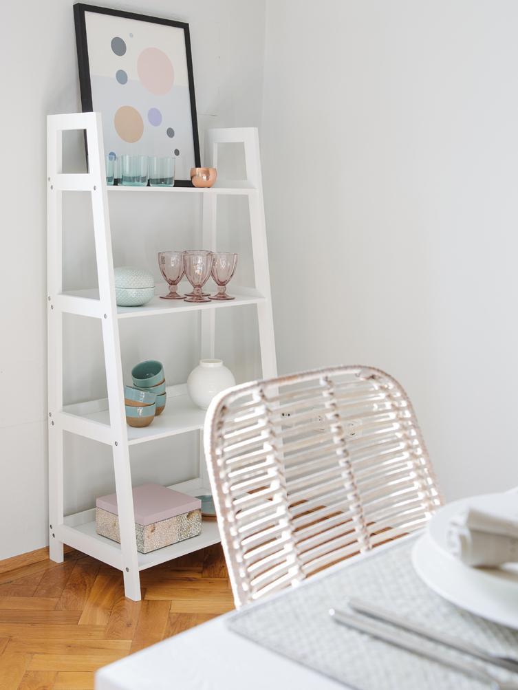 Estantería escalera Wally, Tablero de fibras de densidad media(MDF) pintado, Blanco, alto brillo, An 63 x Al 130 cm