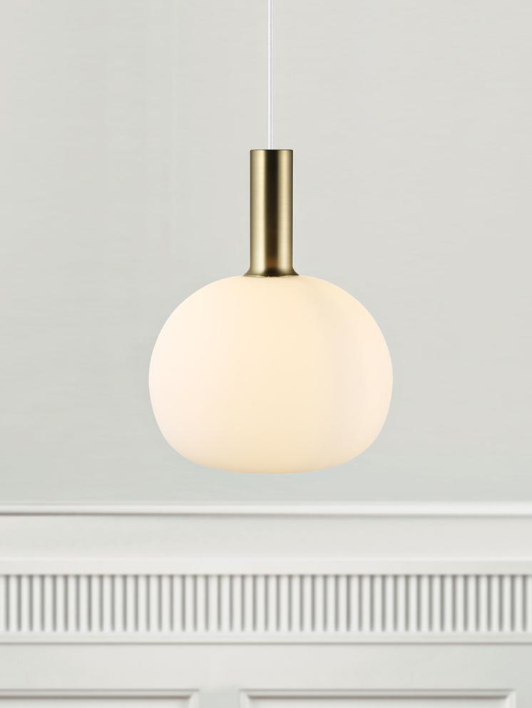 Mała lampa wisząca ze szkła opalowego Alton, Mosiądz, biały, Ø 25 x W 33 cm