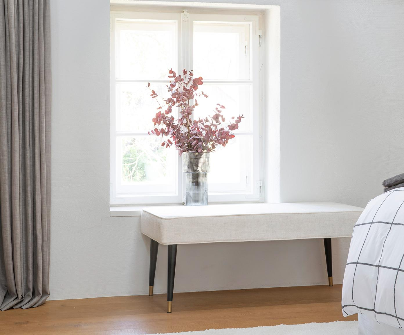 Bank Beverly, Bekleding: polyester, Frame: eucalyptushout, Poten: gepoedercoat metaal, Crèmekleurig, 110 x 46 cm