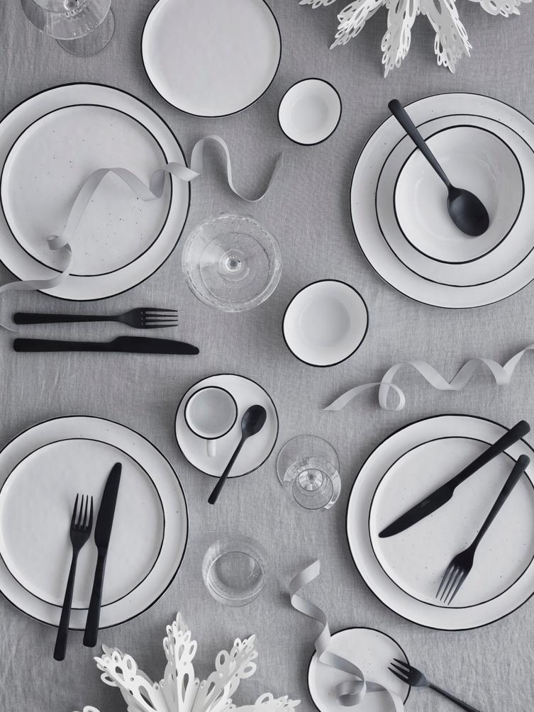 Assiettes plates faites à la main Salt, 4pièces, Blanc cassé, noir