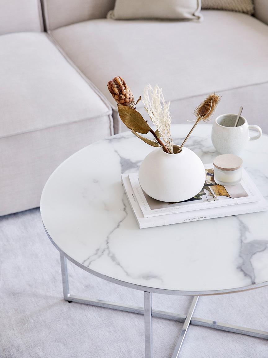 Salontafel Antigua met glazen tafelblad met marmerlook, Tafelblad: mat bedrukt glas, Frame: verchroomd metaal, Tafelblad: melkachtig, marmeren print. Frame: chroom, Ø 80 x H 45 cm