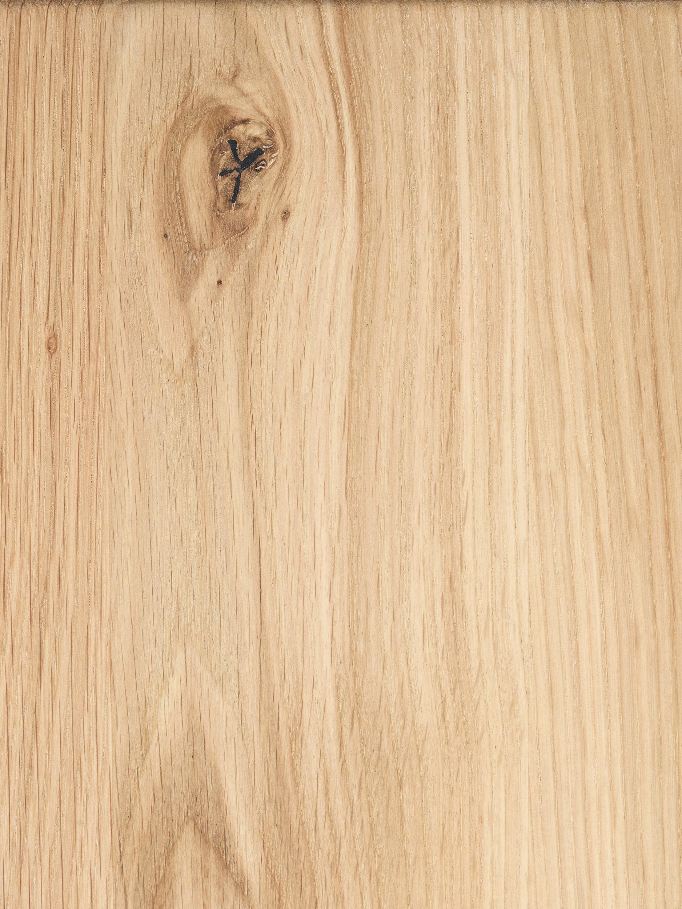 Bank Oliver, Zitvlak: geolied massief Europees , Poten: mat gelakt staal, Zitvlak: eikenhoutkleurig. Poten: edelstaalkleurig, mat geborsteld, 180 x 45 cm