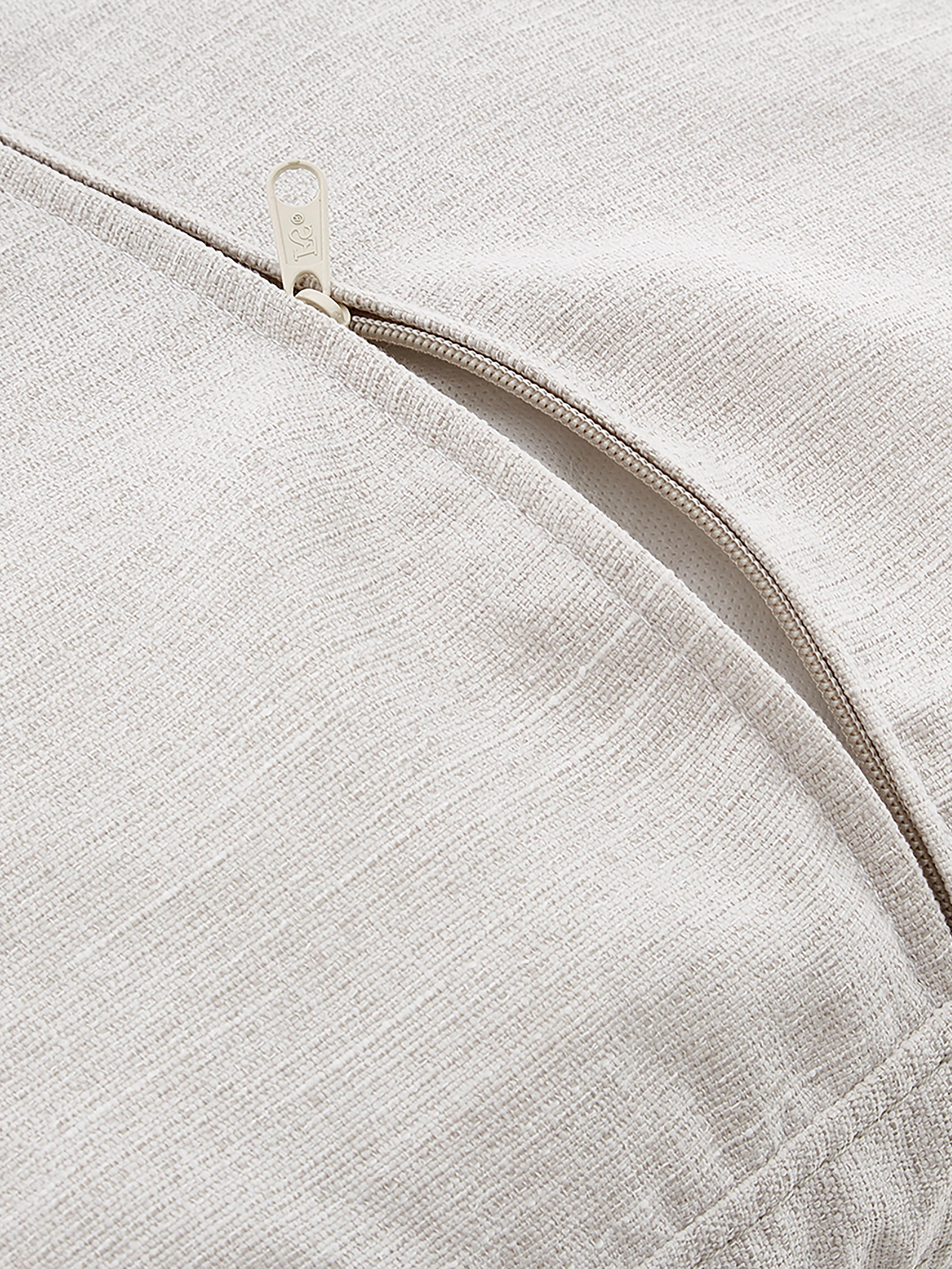 Divano angolare in tessuto beige Carrie, Rivestimento: poliestere 50.000 cicli d, Struttura: trucciolato, faesite, com, Piedini: metallo verniciato, Tessuto beige, Larg. 241 x Prof. 200 cm