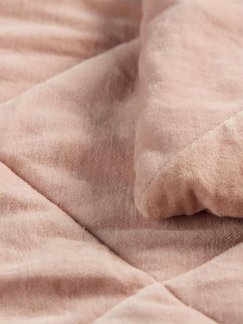 Pikowana narzuta z aksamitu Ogibly, 100% bawełna, Jasny różowy, odcienie łososiowego, S 180 x D 260 cm
