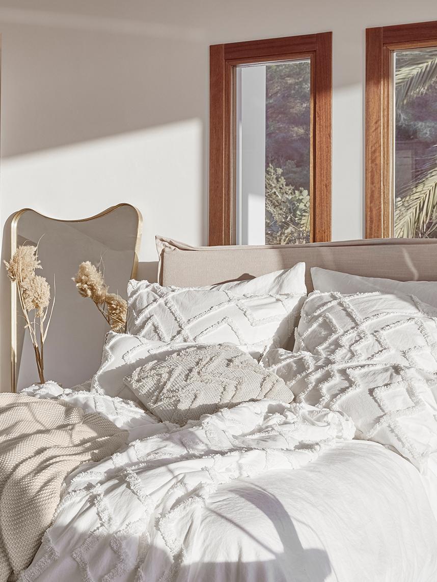 Kissenhülle Faith mit getuftetem Rautenmuster, 100% Baumwolle, Weiß, 50 x 50 cm