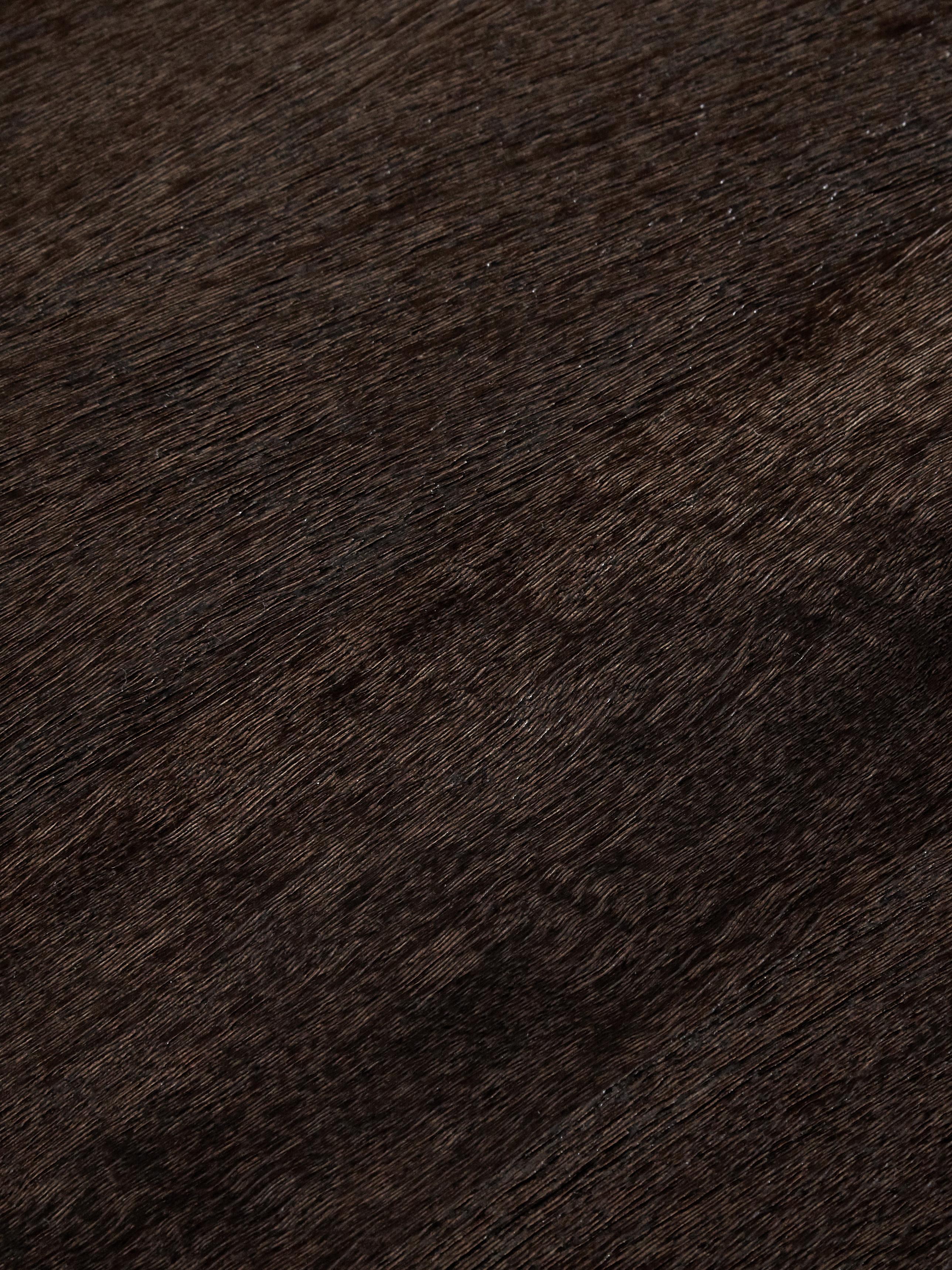 Komoda z litego drewna Clive, Korpus: lite drewno mangowe, laki, Stelaż: metal malowany proszkowo, Drewno mangowe, odcienie złotego, S 150 x W 85 cm