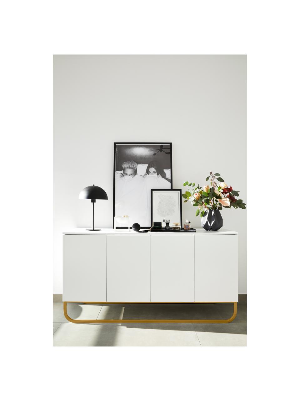 Klassisches Sideboard Sanford mit Türen in Weiß, Korpus: Mitteldichte Holzfaserpla, Fußgestell: Metall, pulverbeschichtet, Korpus: Weiß, mattFußgestell: Goldfarben, matt, 160 x 83 cm