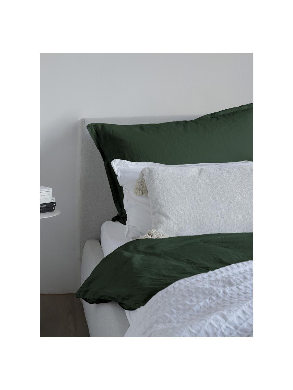 Gewaschene Leinen-Bettwäsche Nature in Dunkelgrün, Halbleinen (52% Leinen, 48% Baumwolle)  Fadendichte 108 TC, Standard Qualität  Halbleinen hat von Natur aus einen kernigen Griff und einen natürlichen Knitterlook, der durch den Stonewash-Effekt verstärkt wird. Es absorbiert bis zu 35% Luftfeuchtigkeit, trocknet sehr schnell und wirkt in Sommernächten angenehm kühlend. Die hohe Reißfestigkeit macht Halbleinen scheuerfest und strapazierfähig., Dunkelgrün, 200 x 200 cm + 2 Kissen 80 x 80 cm