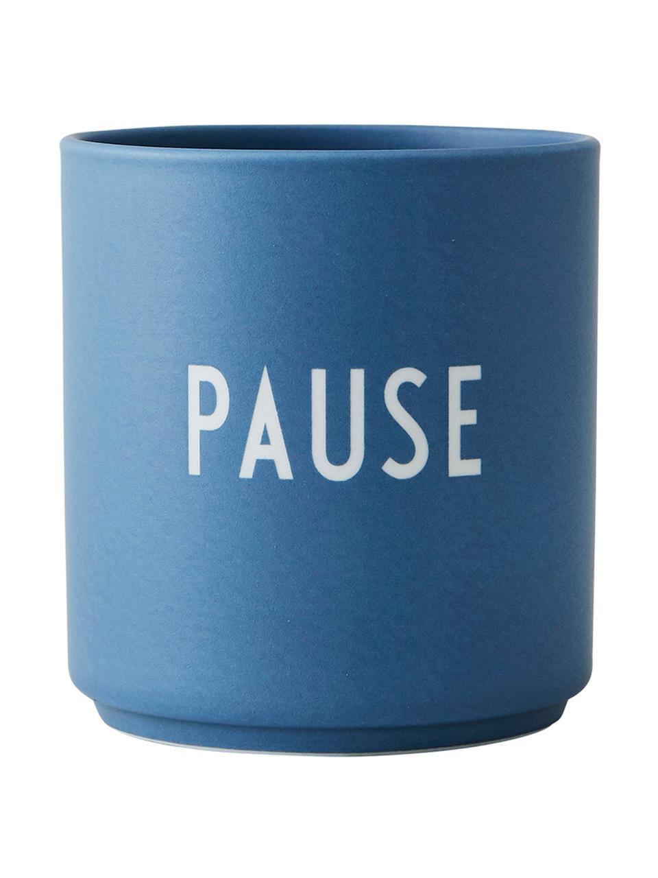 Design Becher Favourite PAUSE in Blau mit Schriftzug, Fine Bone China (Porzellan) Fine Bone China ist ein Weichporzellan, das sich besonders durch seinen strahlenden, durchscheinenden Glanz auszeichnet., Blau, Weiß, Ø 8 x H 9 cm