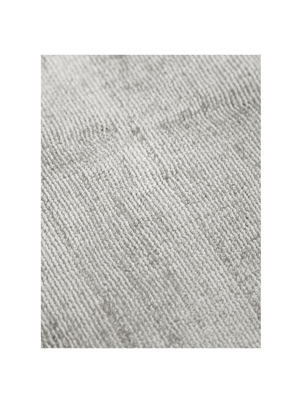 Handgeweven viscose vloerkleed Jane in lichtgrijs-beige, Bovenzijde: 100% viscose, Onderzijde: 100% katoen, Lichtgrijs-beige, B 400 x L 500 cm (maat XXL)